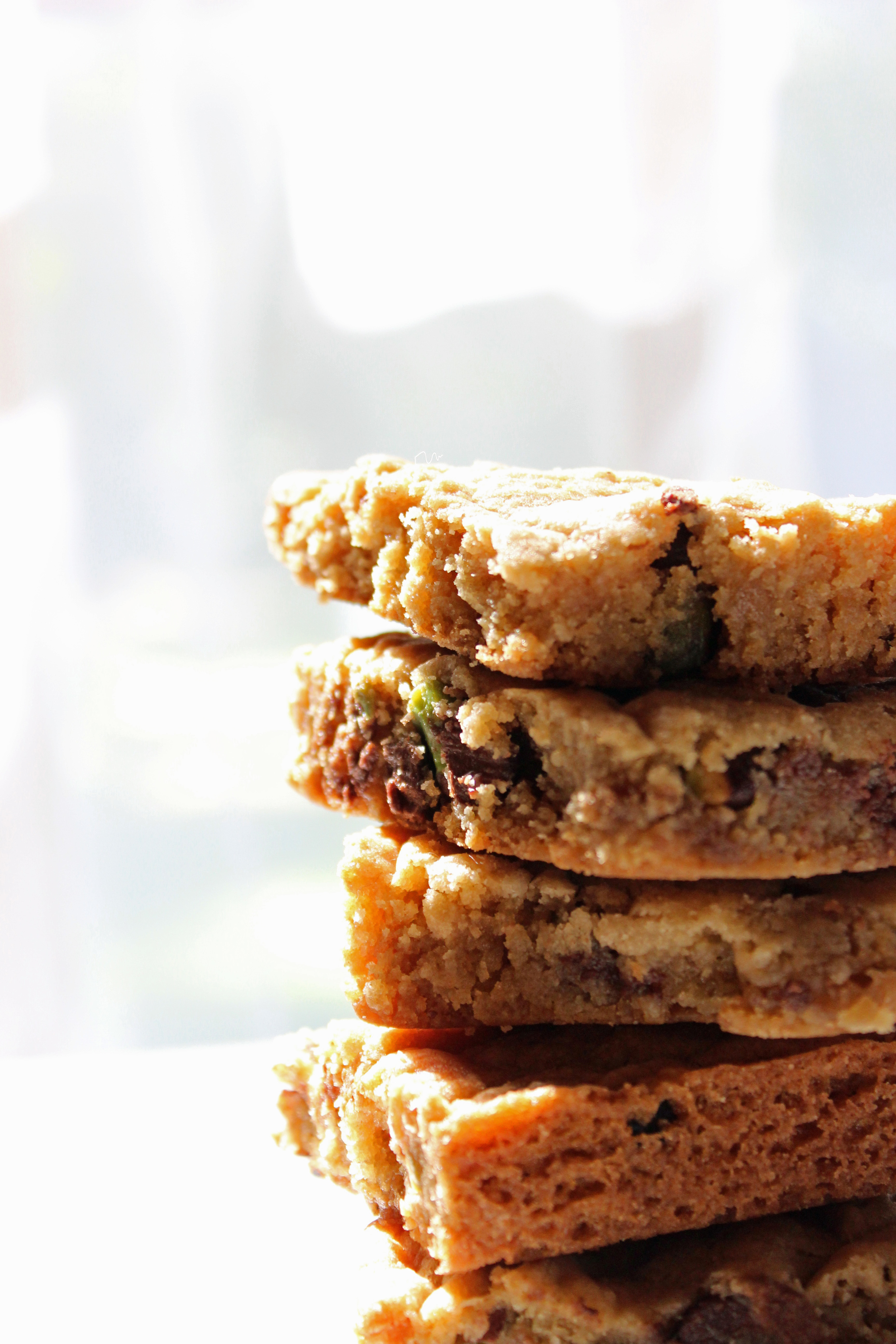 Salted Pistachio Chocolate Chip Cookie Bars sweetdisasters.com