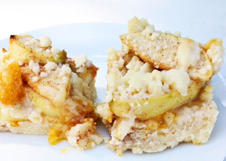 Apple Crumble Dessert Bars   Most Popular In December sweetdisasters.com