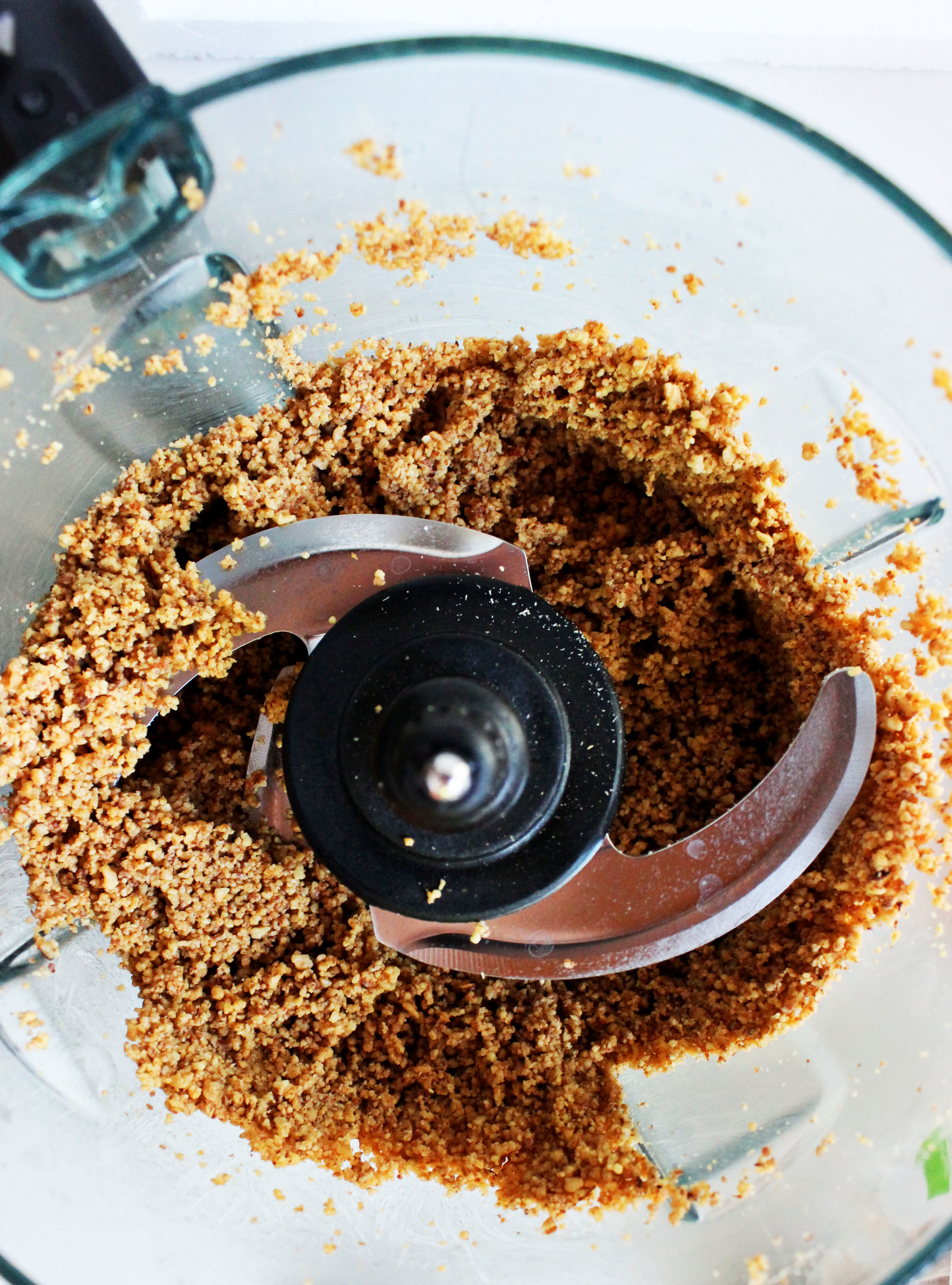 Cinnamon Vanilla Almond Butter (no sugar added) sweetdisasters.com