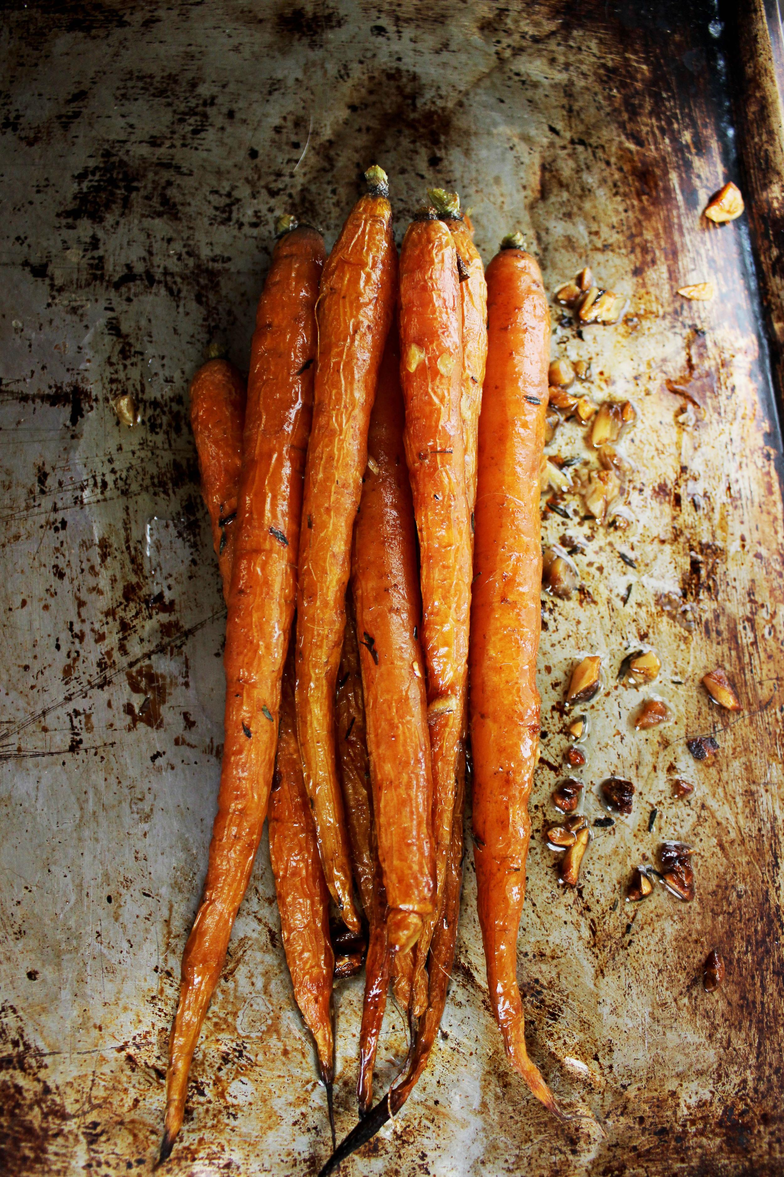 Tender Oven-Roasted Garlic Carrots