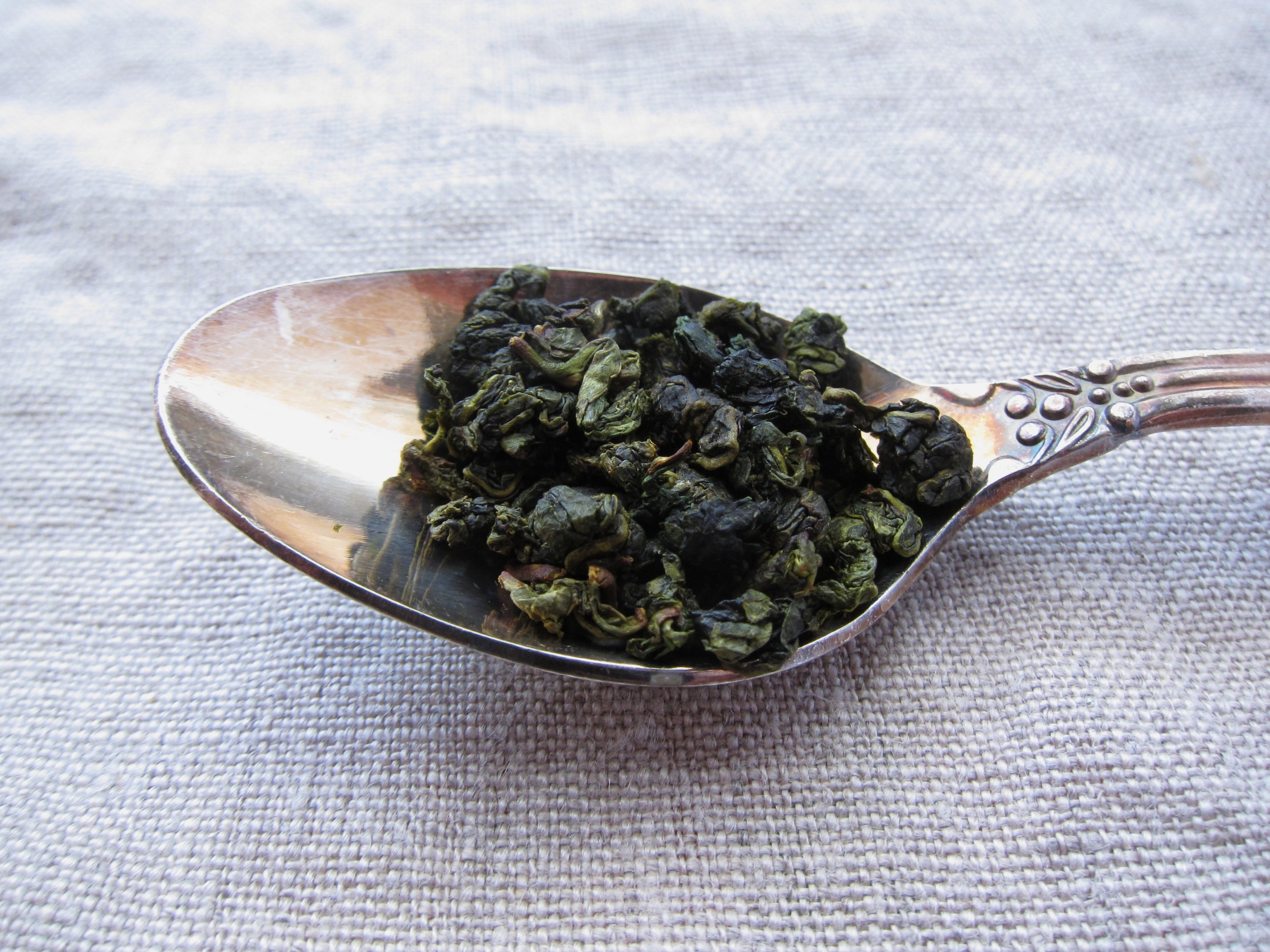 lily oolong in spoon