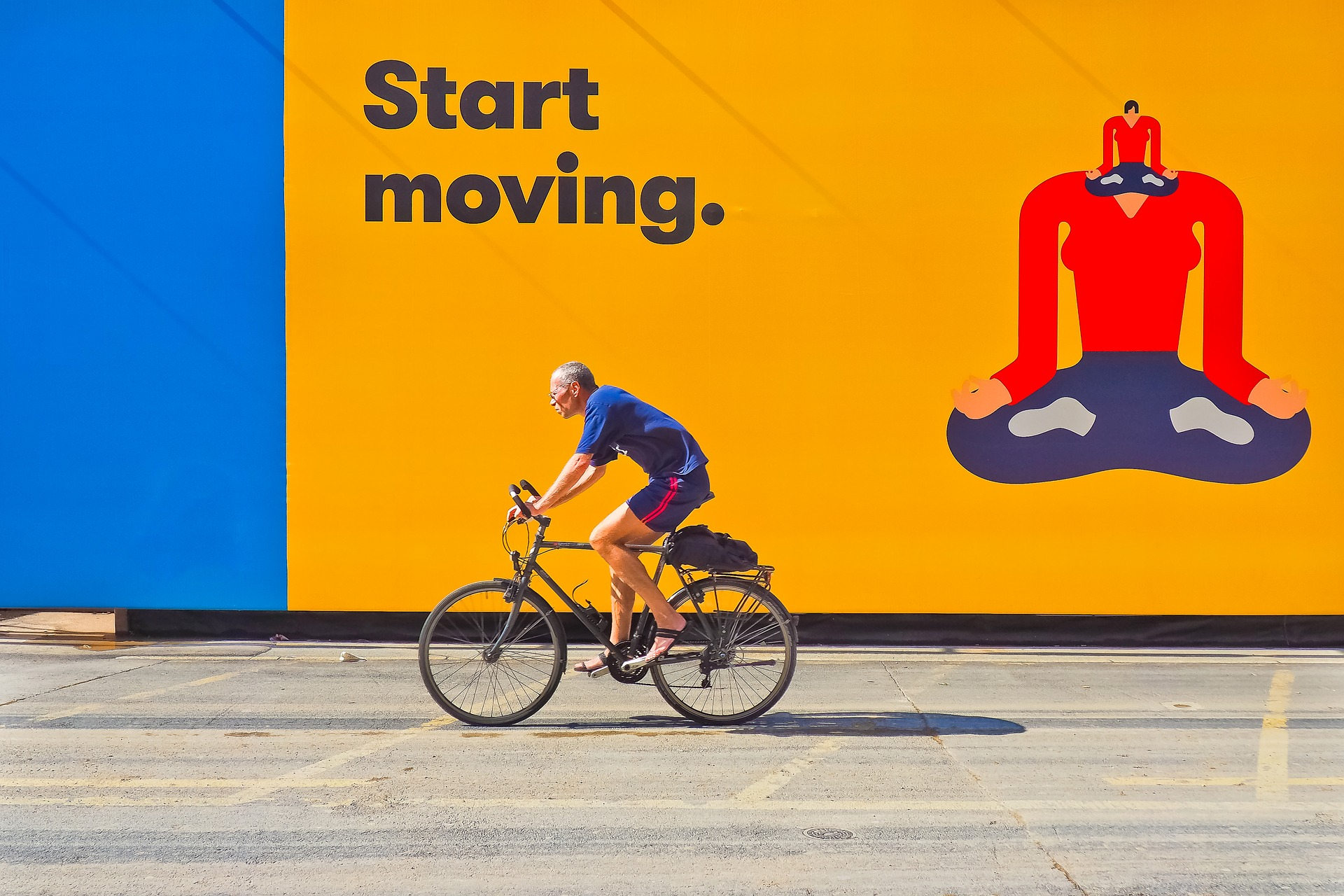 cyclists-2651460_1920.jpg