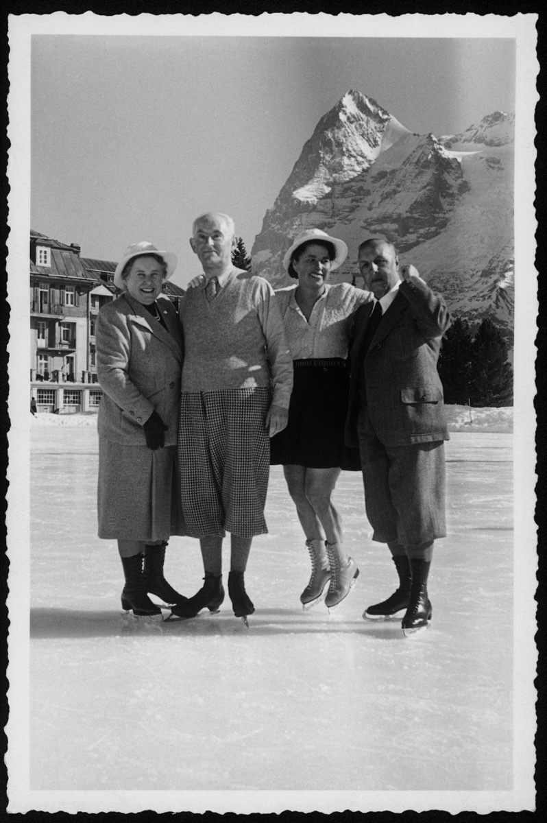 From left to right: Margrit Rupf-Wirz, Daniel-Henry Kahnweiler, unidentified woman, and Hermann Rupf in Mürren, ca. 1945. Unknown photographer, Rupf Archive, Kunstmuseum Bern.