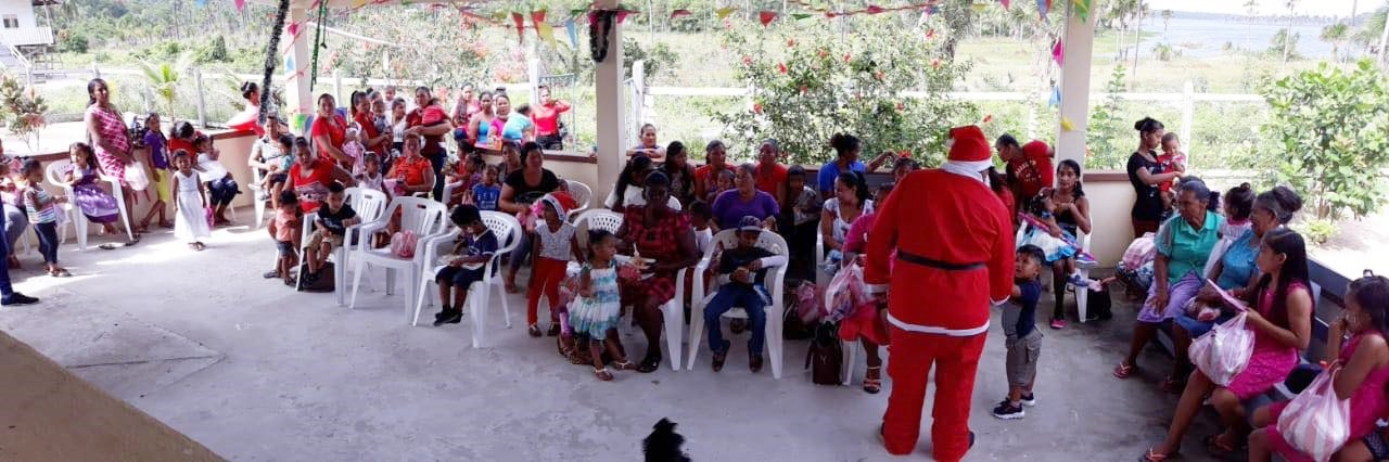 Mashabo Christmas Party - Santa entertaining the children..jpg