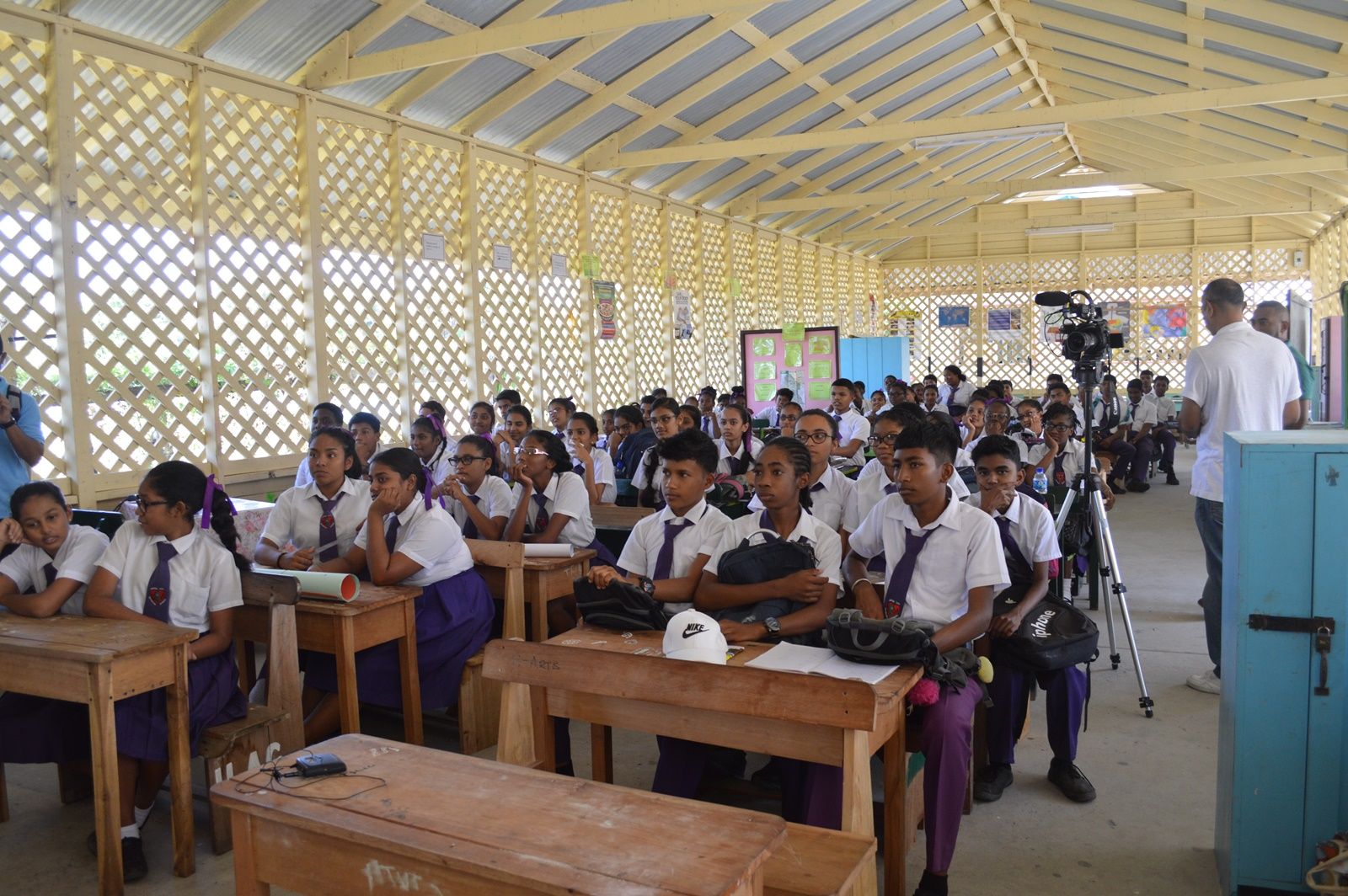 Students of the Abram Zuil Secondary School.