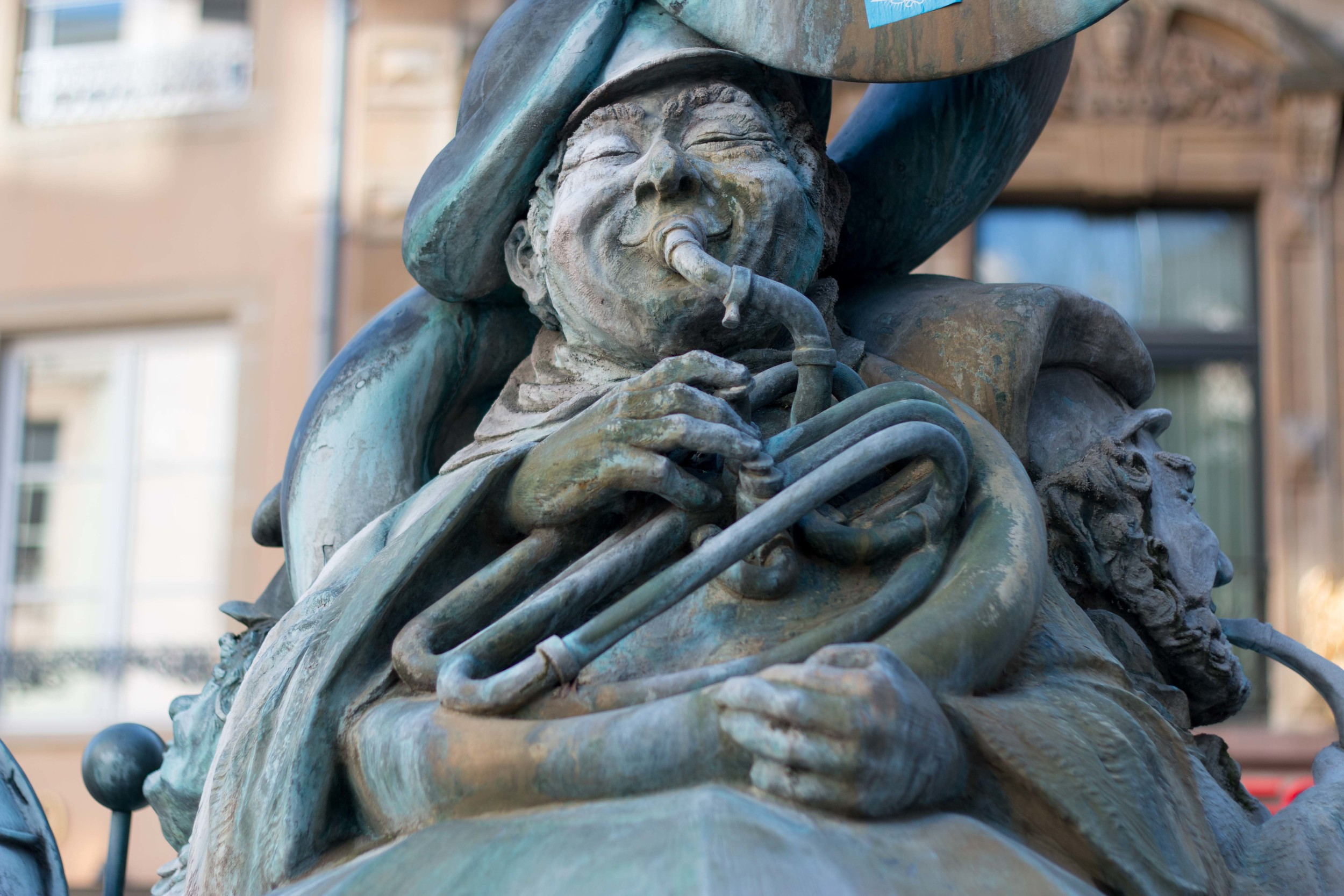 One of the three musicians in the Hämmelsmarsch statue in the city center. This one is a self portrait of the artist himself