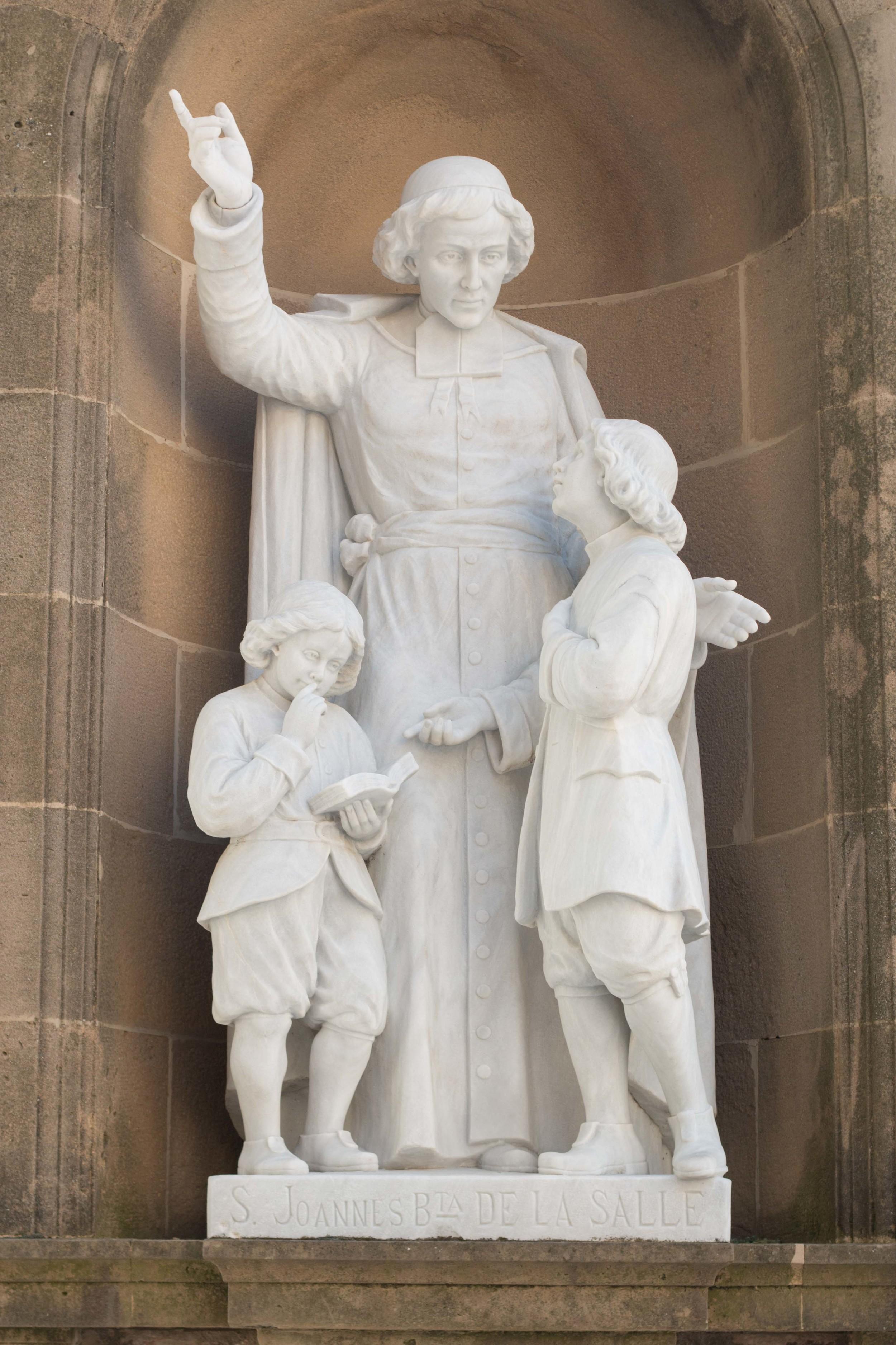 Statue of St. JOHANNES de la Salle
