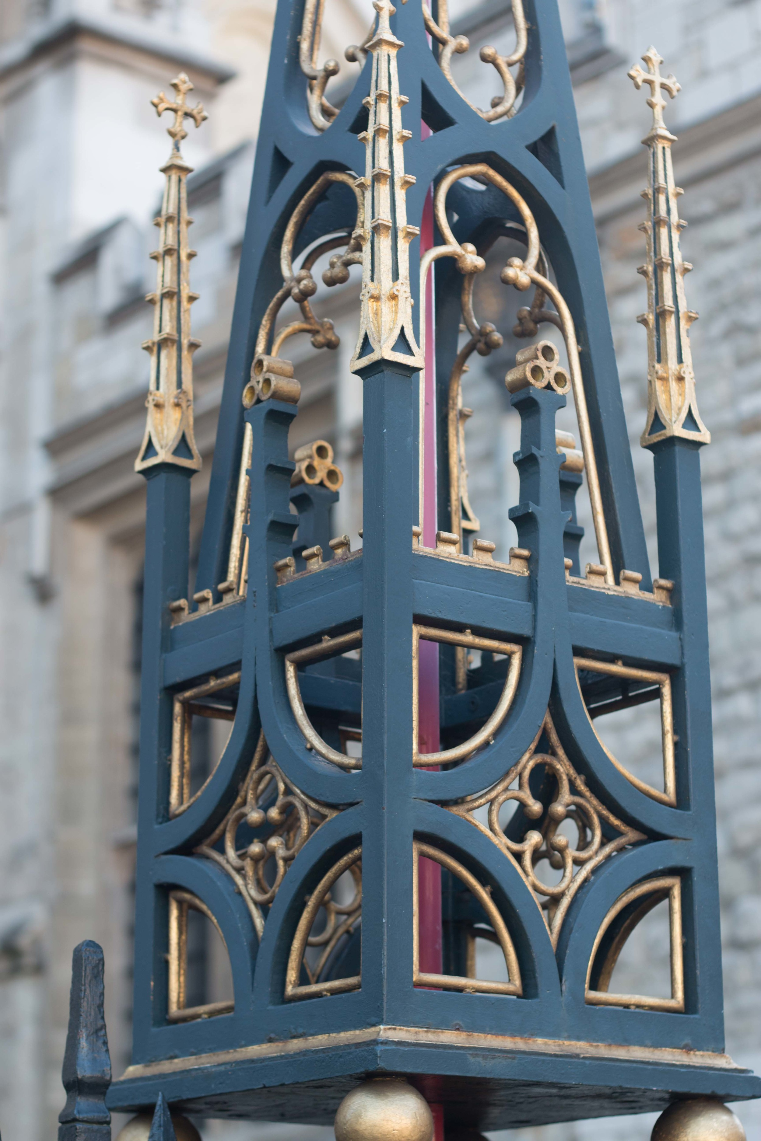 Lights at westminster Abbey