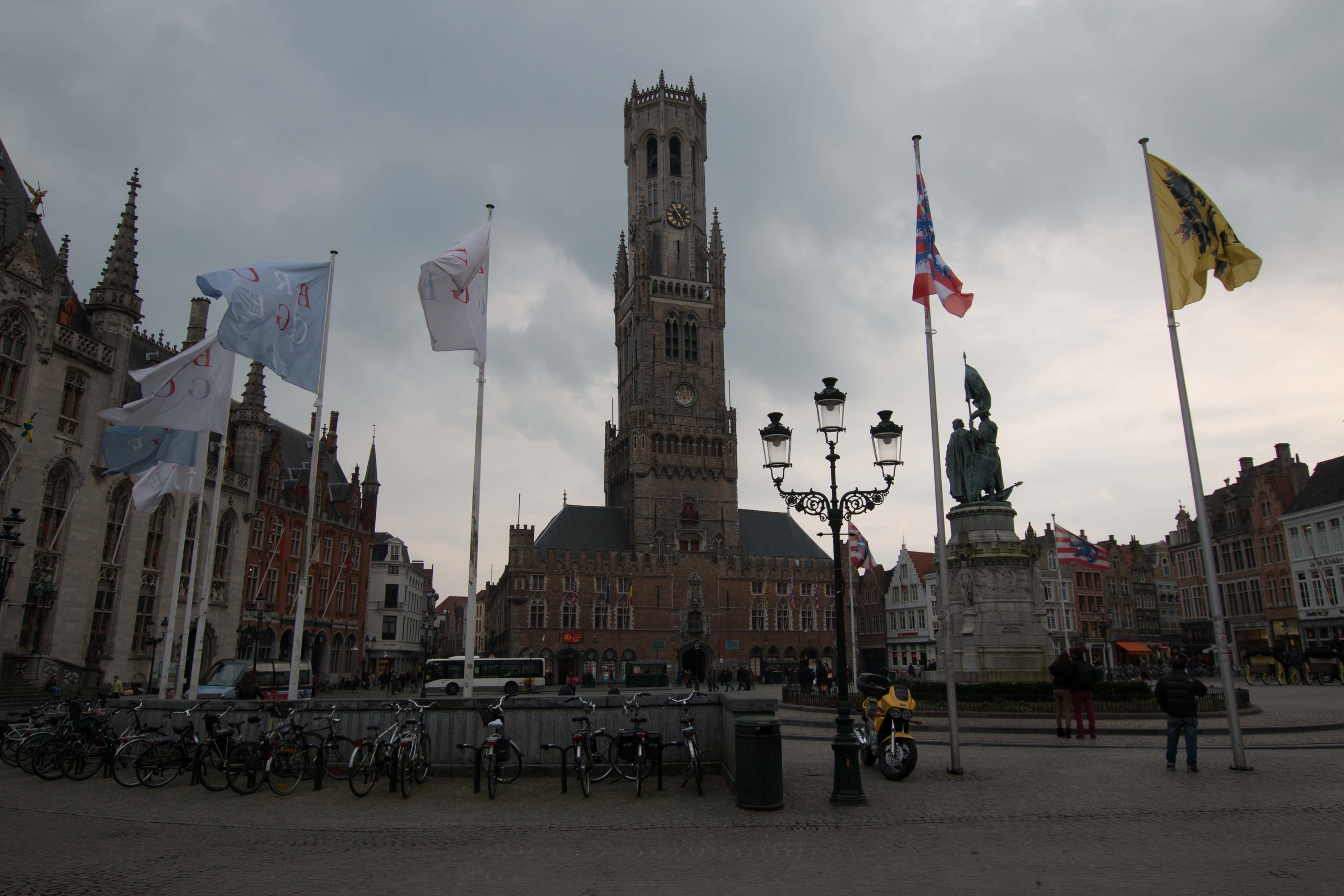 Meeting location of the Legend of Bruges tours is in front of the statue