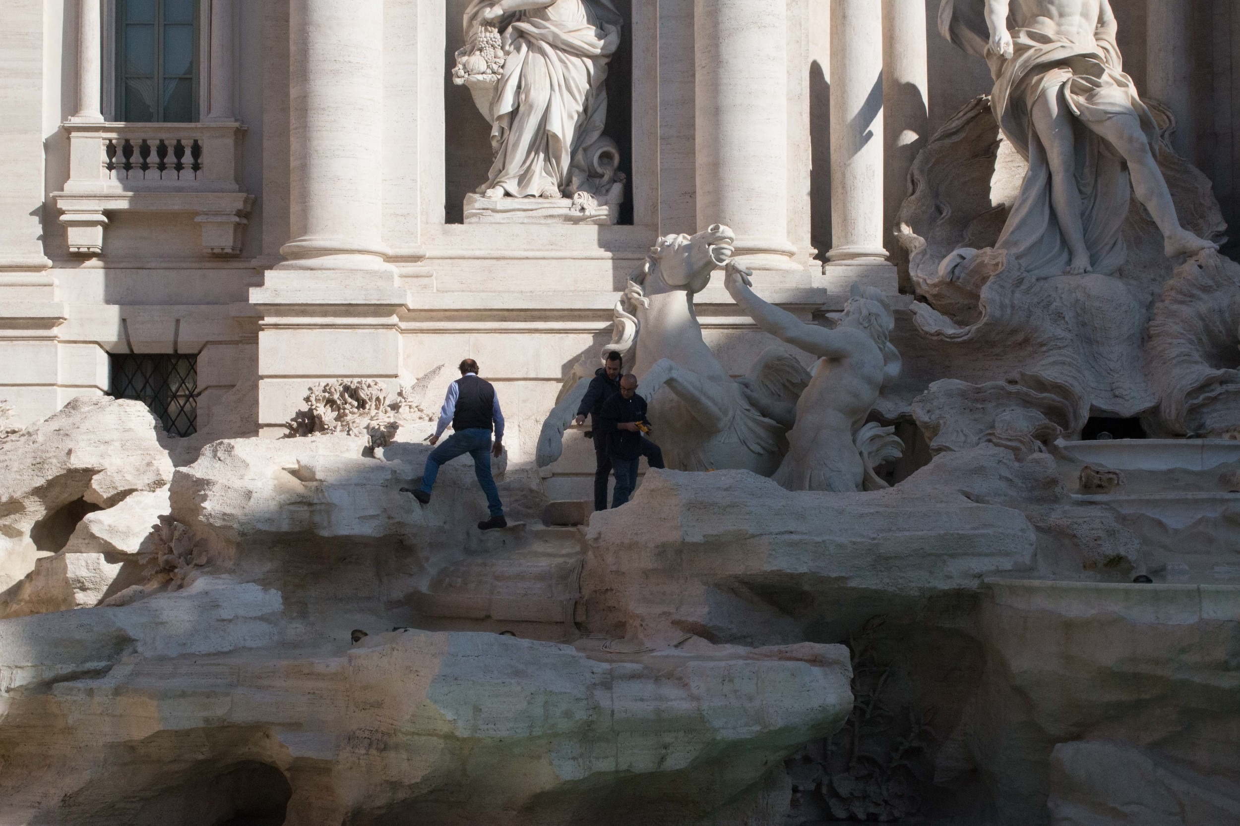 The rocks were mined from the Tiber river for use in the fountain