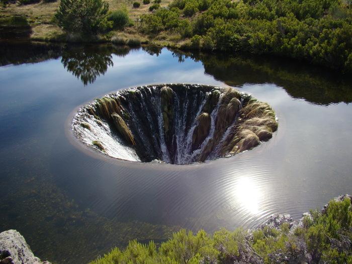 Lagoa Comprida ::  Source
