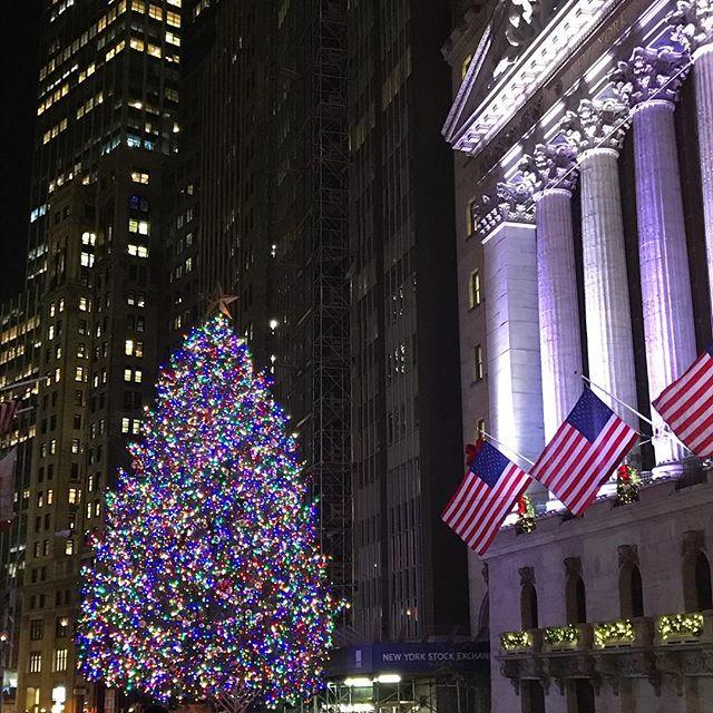 Wall Street Merriment ⭐️✨ 🎄 🌟💫20 days until Christmas!!