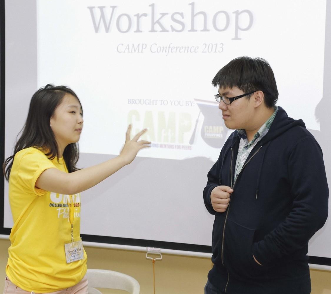 CAMP executive team member Moonie Sohn (NYU Abi Dhabi '17) speaks with 2013 mentee Patrick Wee.