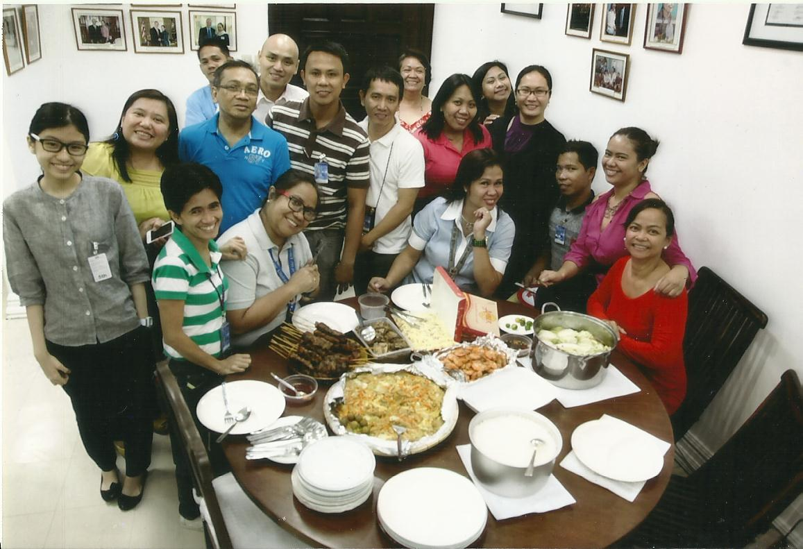 Intern Annicka Koteh having lunch with co-workers from the Office of Senator Loren Legarda.