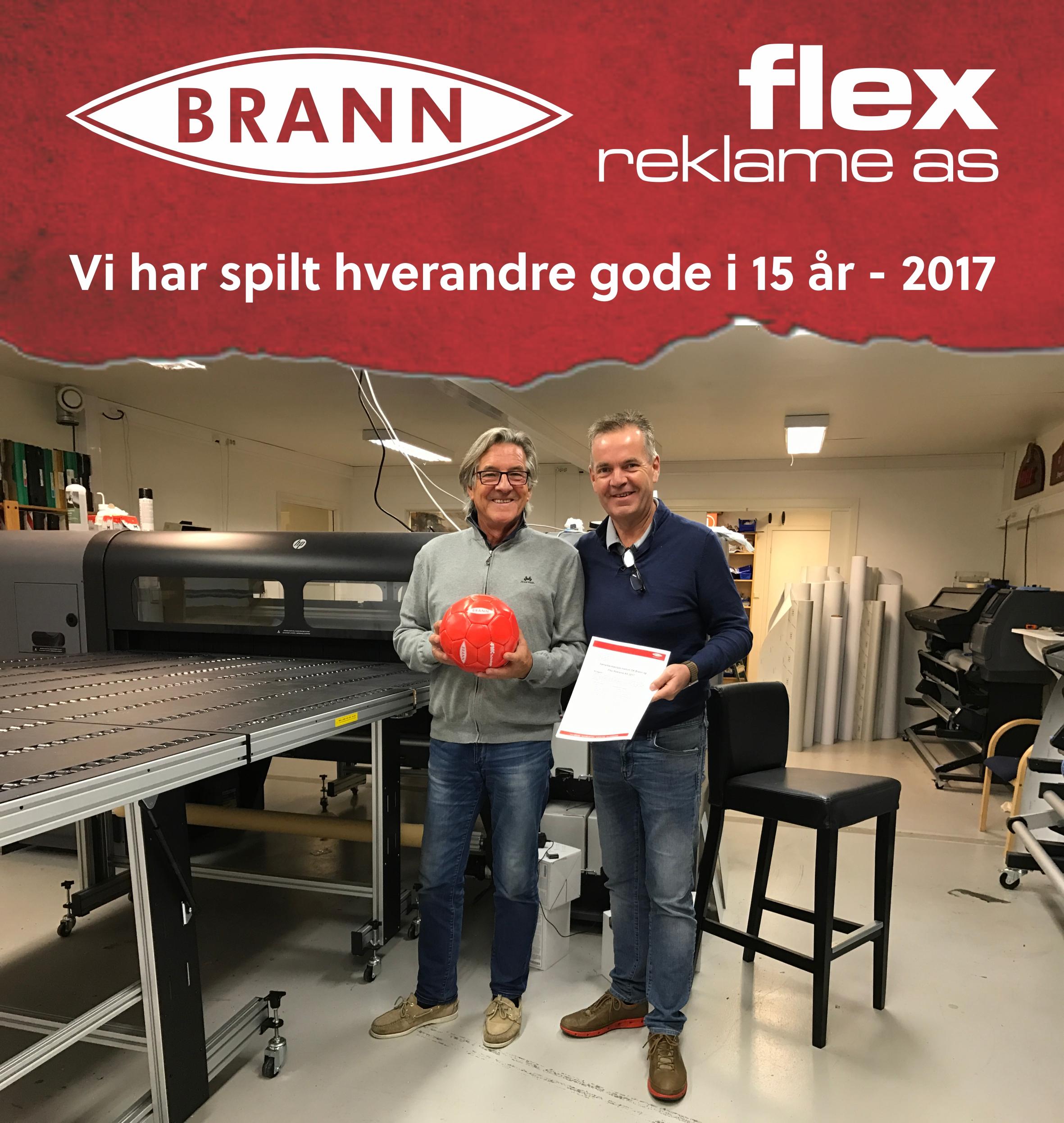 Steinar Aase (t.v) fra Sportsklubben Brann og Espen Hansen (t.h) fra Flex Reklame