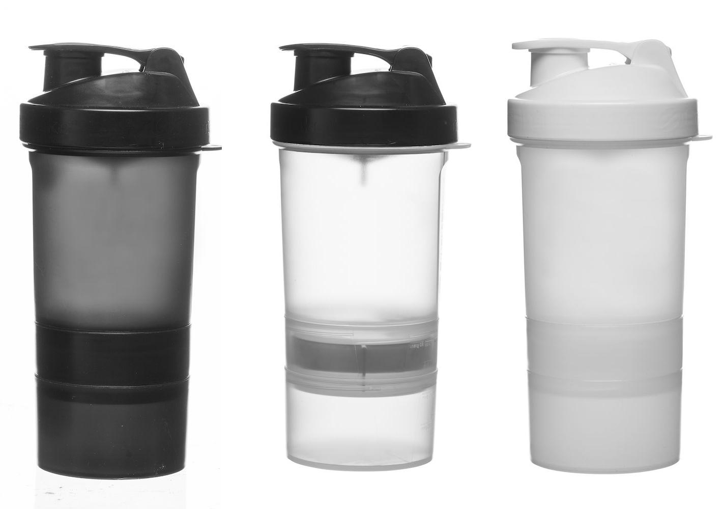 Shaker - Fresh shaker, 3 deler. En beholder for pulver og en for tabletter/ tilskudd. Lett å ta fra hverandre og rengjøre. Tåler maskinvask. Fra Sagaform75,-