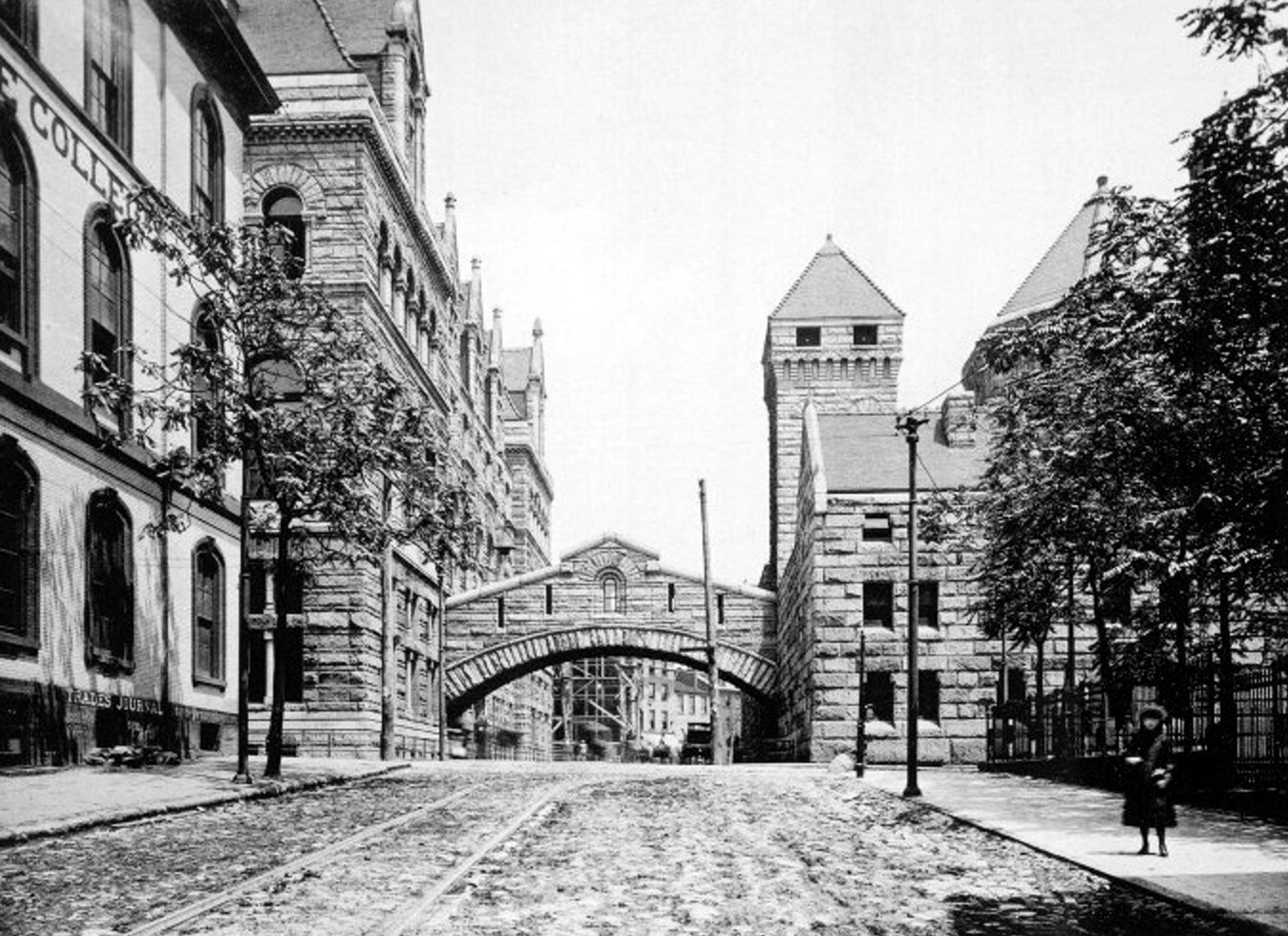 Bridge of Sighs on Ross Street where it crosses Forbes Ave in 1895