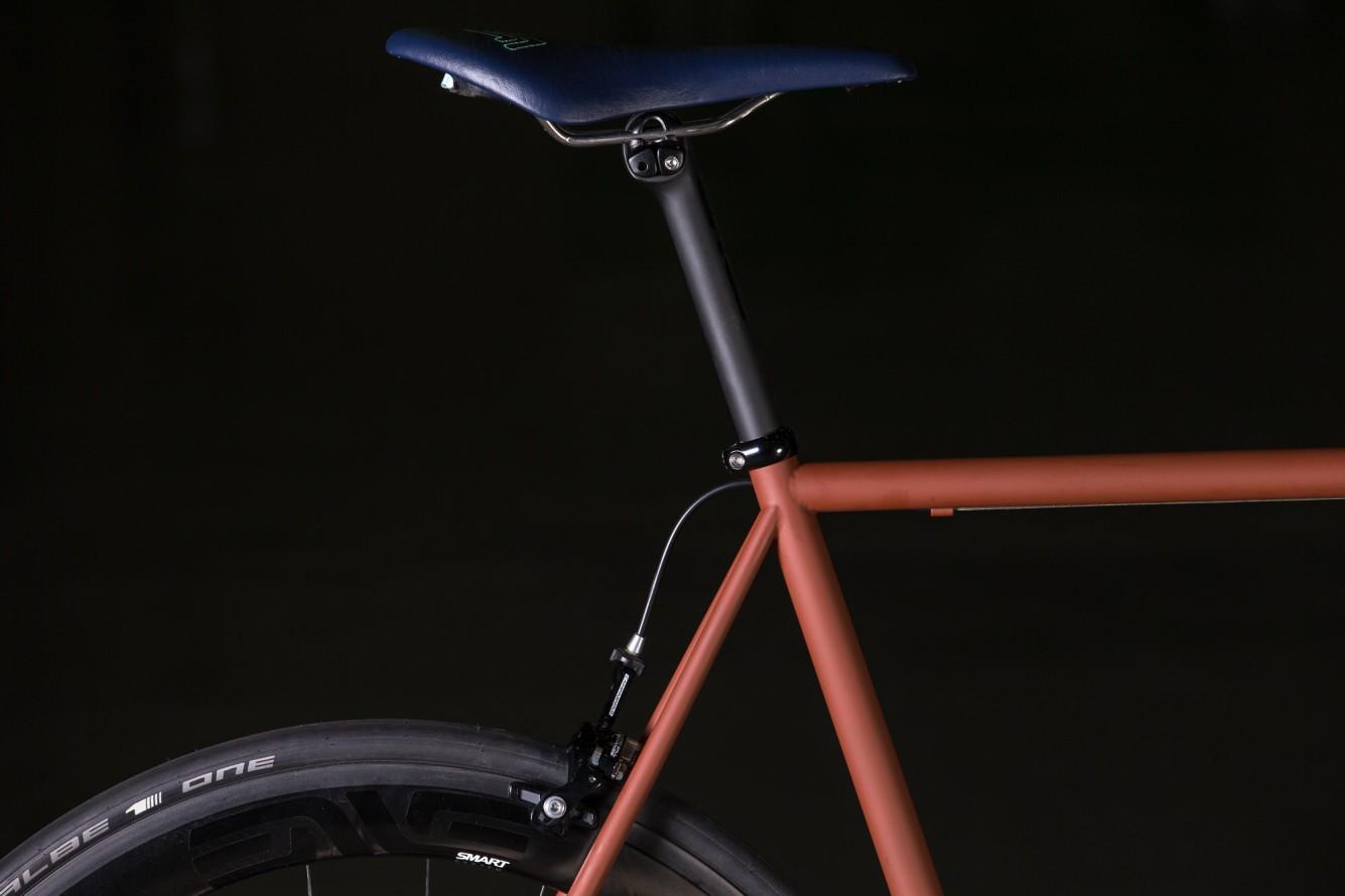 Enve's new seat-post design. Custom covered saddle.