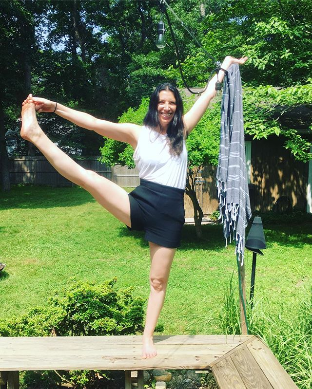 Do I look like a 🎇? 🤣 happy 4th from Heartbeat Yoga to you! . . . #heartbeatyoga #namaste #practiceandalliscoming #ashtanga #vinyasa #utthitahastapadangusthasana