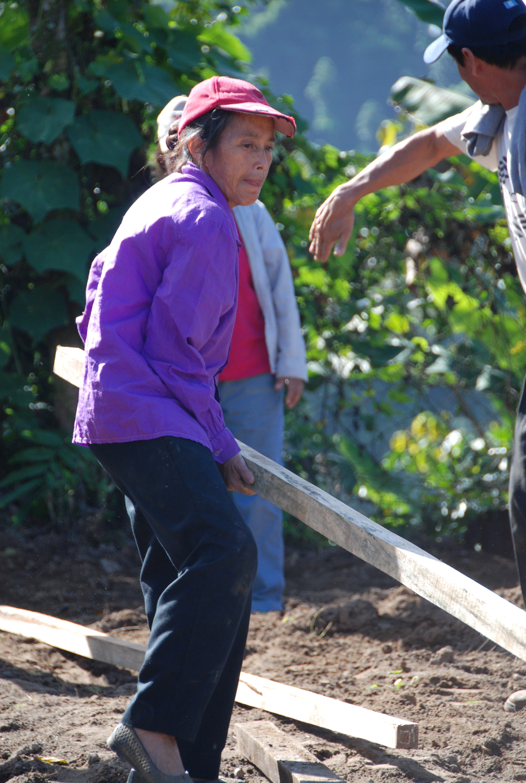 Woman working hard La Suiza.JPG