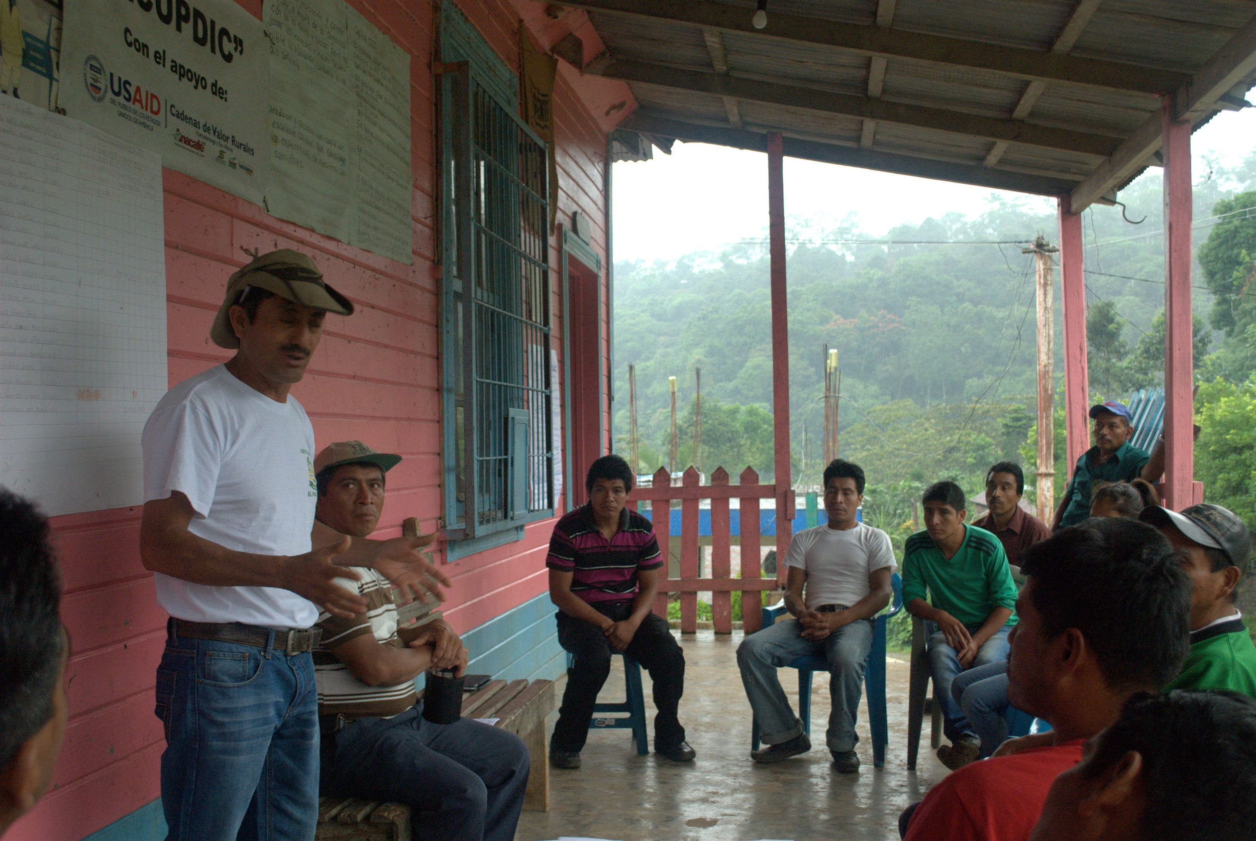 Timoteo DLG's lead agricultural trainer facilitating a training on quality control in La Suiza