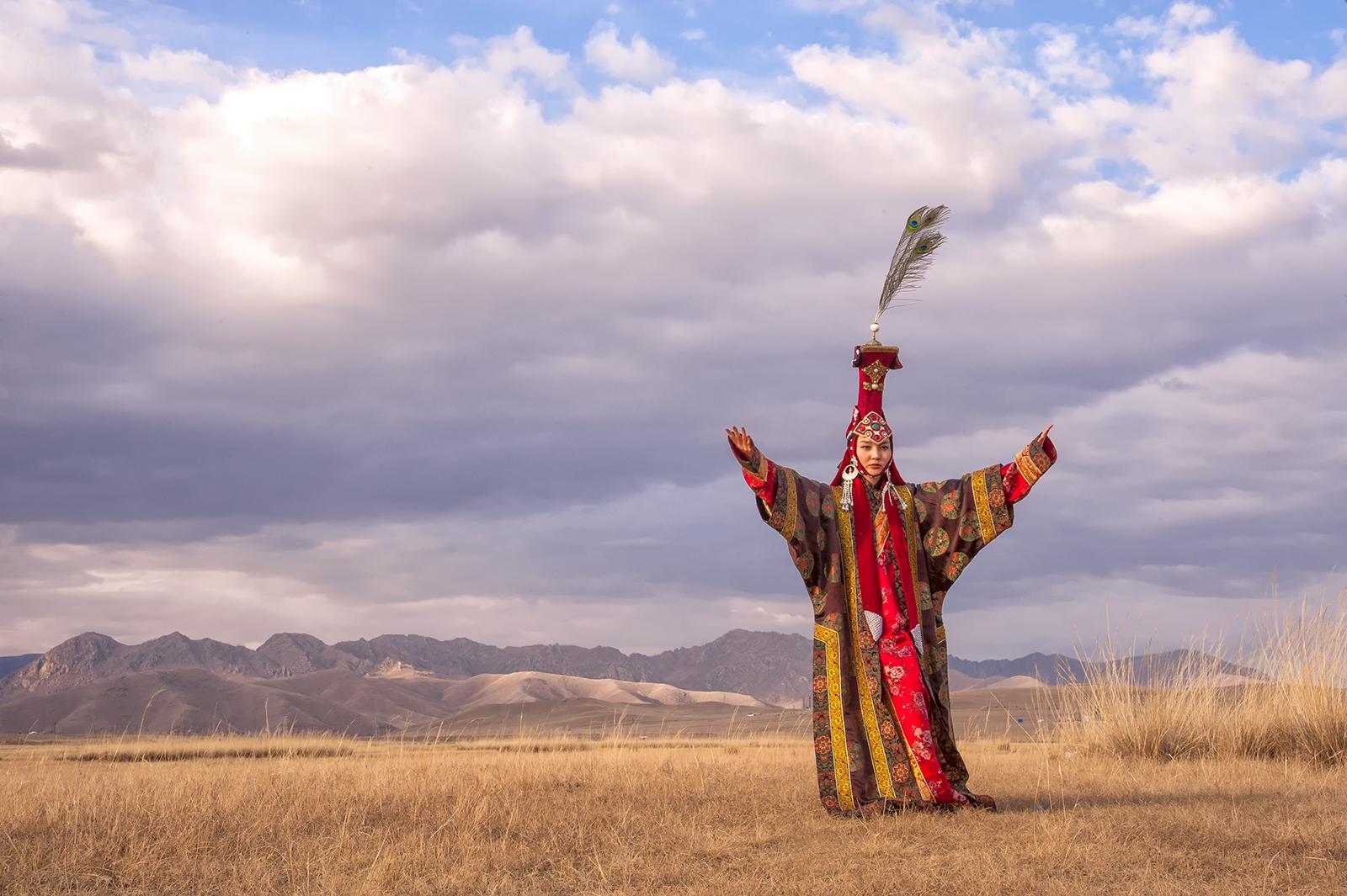 Mongolia 13th century queen 2.jpg
