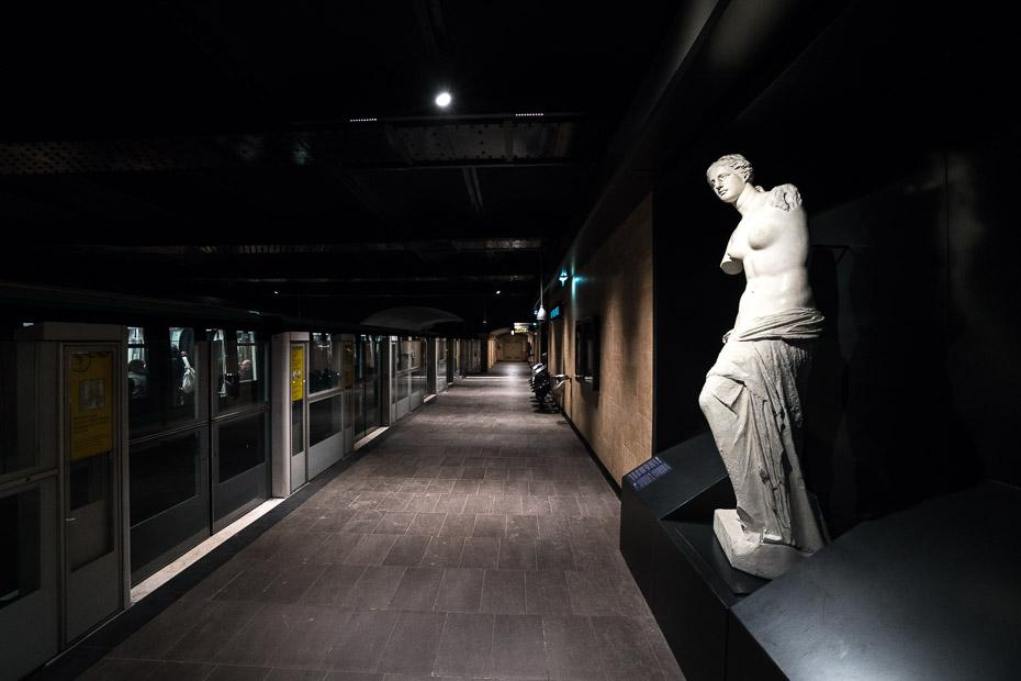 Louvre-Rivoli-metro-station-paris.jpg