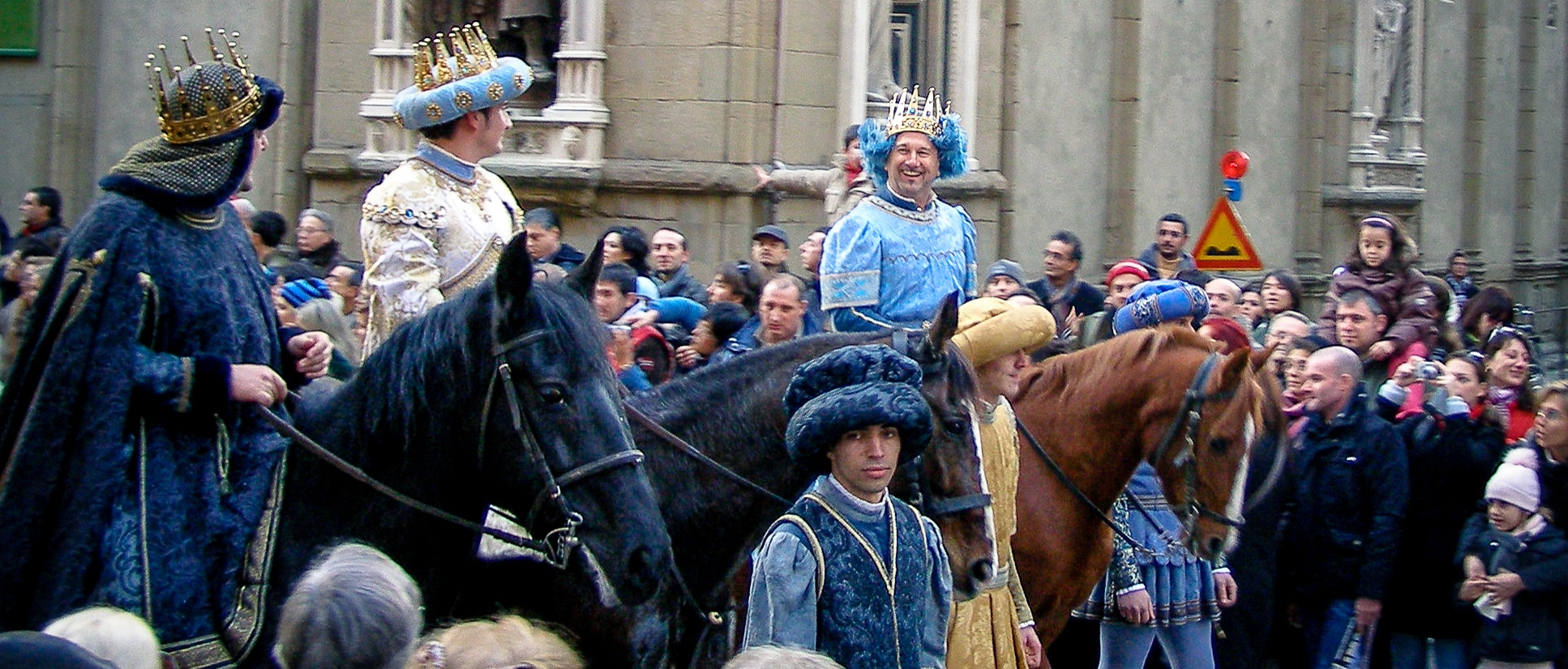 The Three Kings make their way through the streets of Florence.