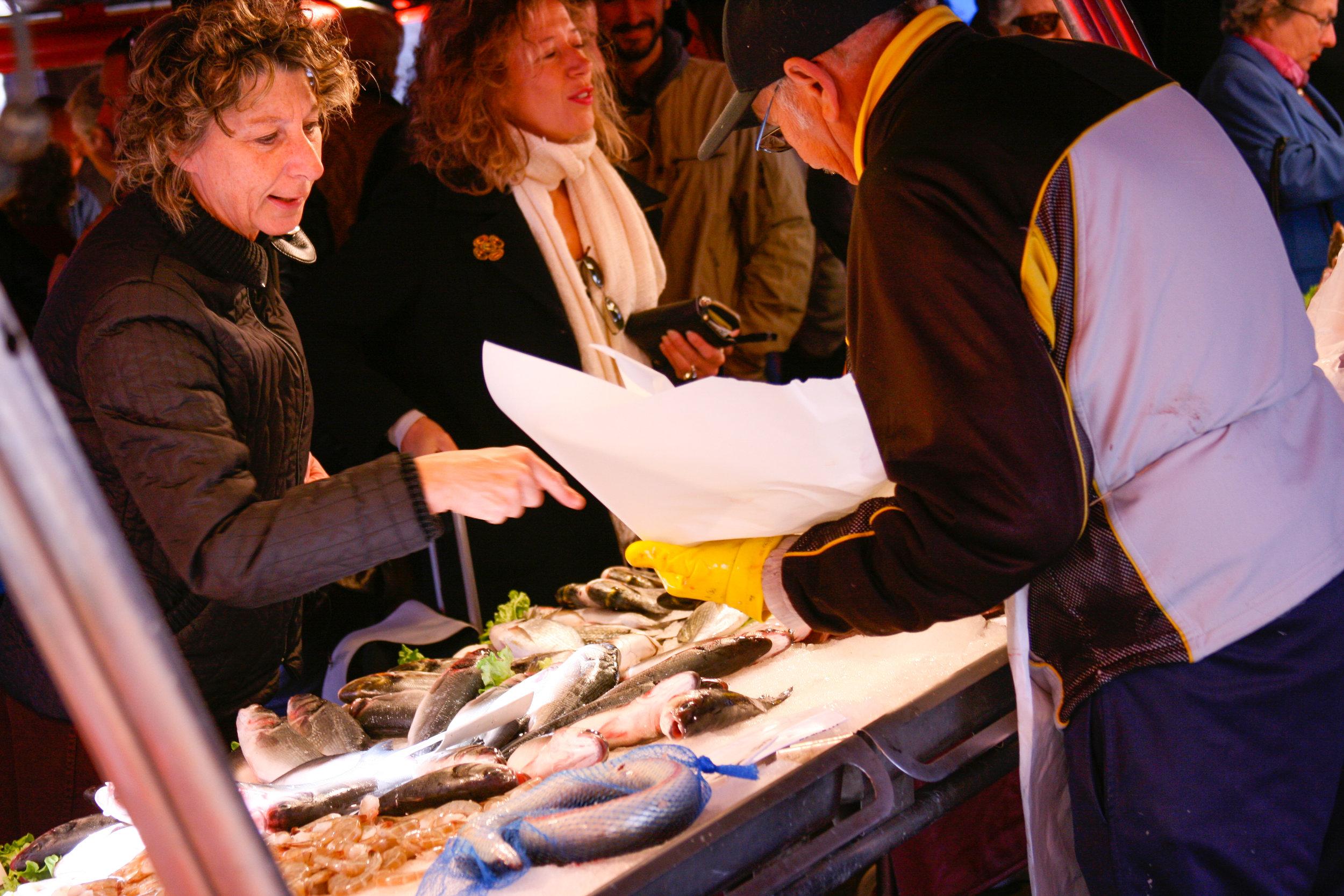 Buying fish at the Mercati di Rialto