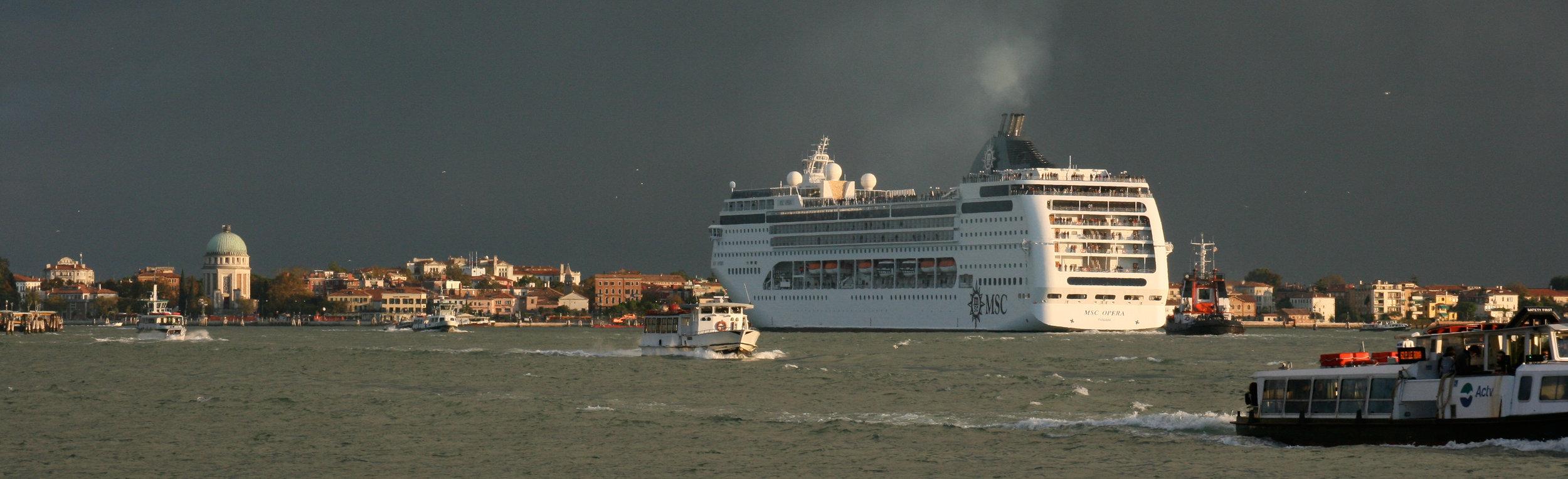 cruise ship venice.jpg