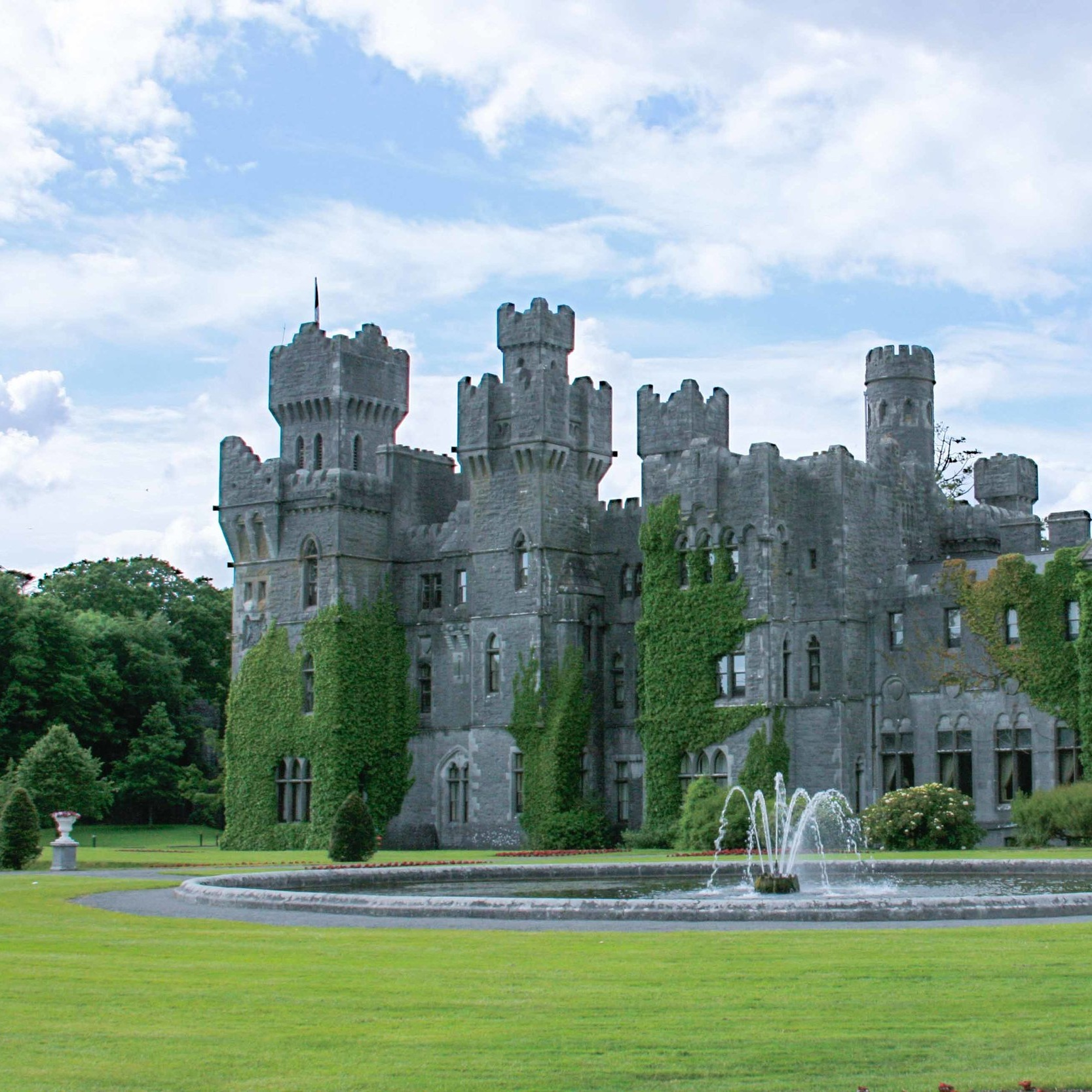 Where to Stay in Ireland - Castles, hotels, and B & B — recommendations for all kinds of accommodations across Ireland from big cities into the countryside.