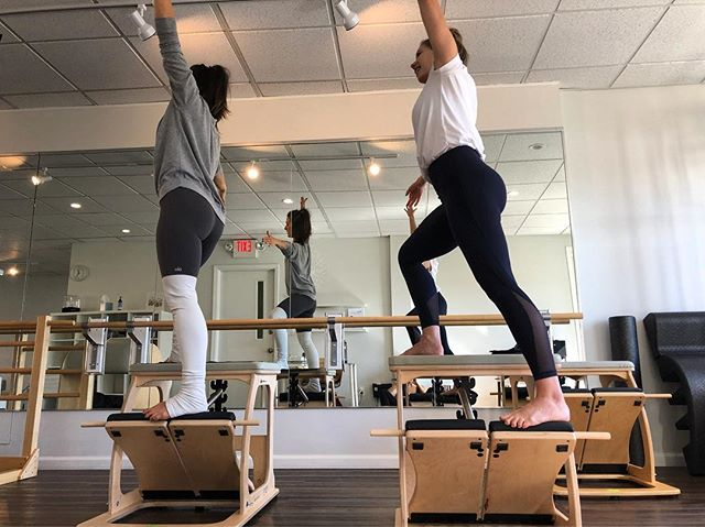 C H A I R ✨ Mondays 9:30am and (coming soon) Wednesdays 9am. Half chair class half jump Board with a little bit of Mat Class thrown in for kicks. Don't be afraid- try it!! @barrevariations @michelleaduvall @liabartha #brooklynheightspilates #exochair #jumpboard #goingupside