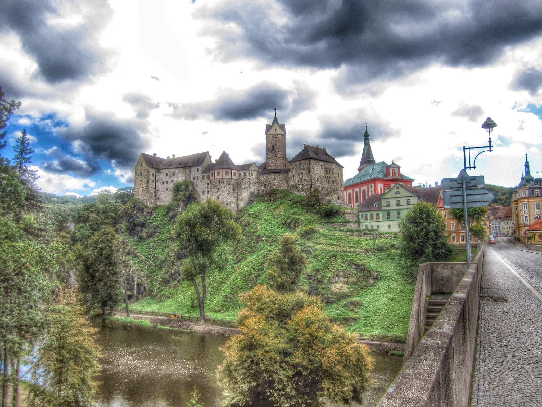 Hrad Loket (Loket Castle)