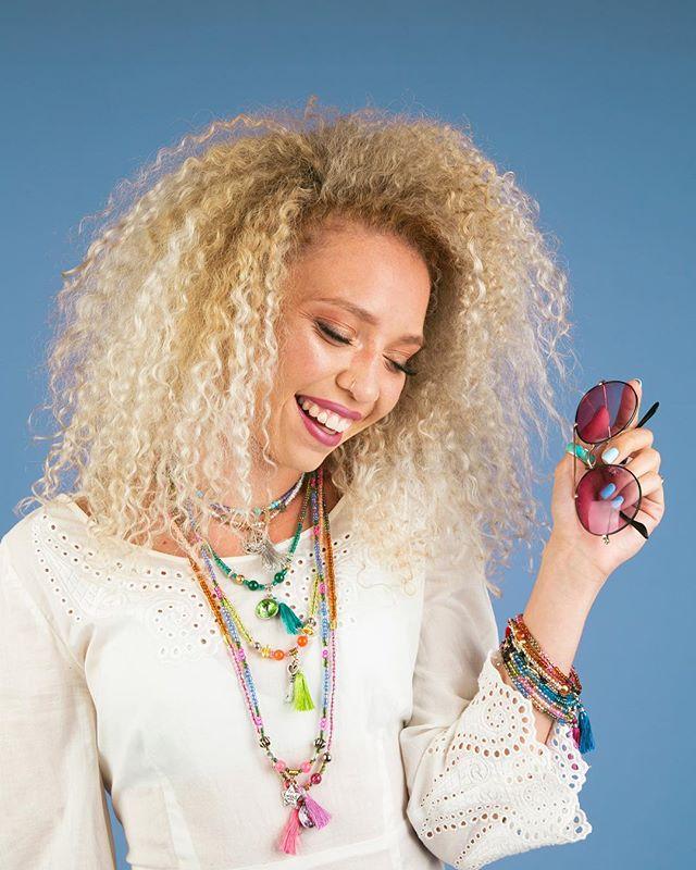 💙 @erynnandsuch @bead_bottle  #yogajewelry #beadbottlecollection #beadbottle #pbd #diyfashion #lifestylephotography #lifestylephotographer #smiles #diynetwork #diyshop #nmtrue #giftsforher #summerjewelry 📸 @robertimesa
