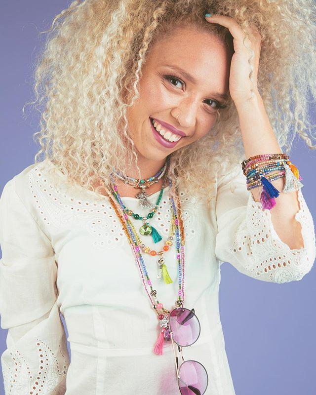 ❤️ Model @erynnandsuch  Style @bead_bottle  Photo @robertimesa  Make up @katamakeup  #diyfashion #diygram #yogajewelry #pbd #summerjewelry #lifestylephotography #beadbottle #beadbottlecollection #diynetwork #pink #lovepink #greatideas