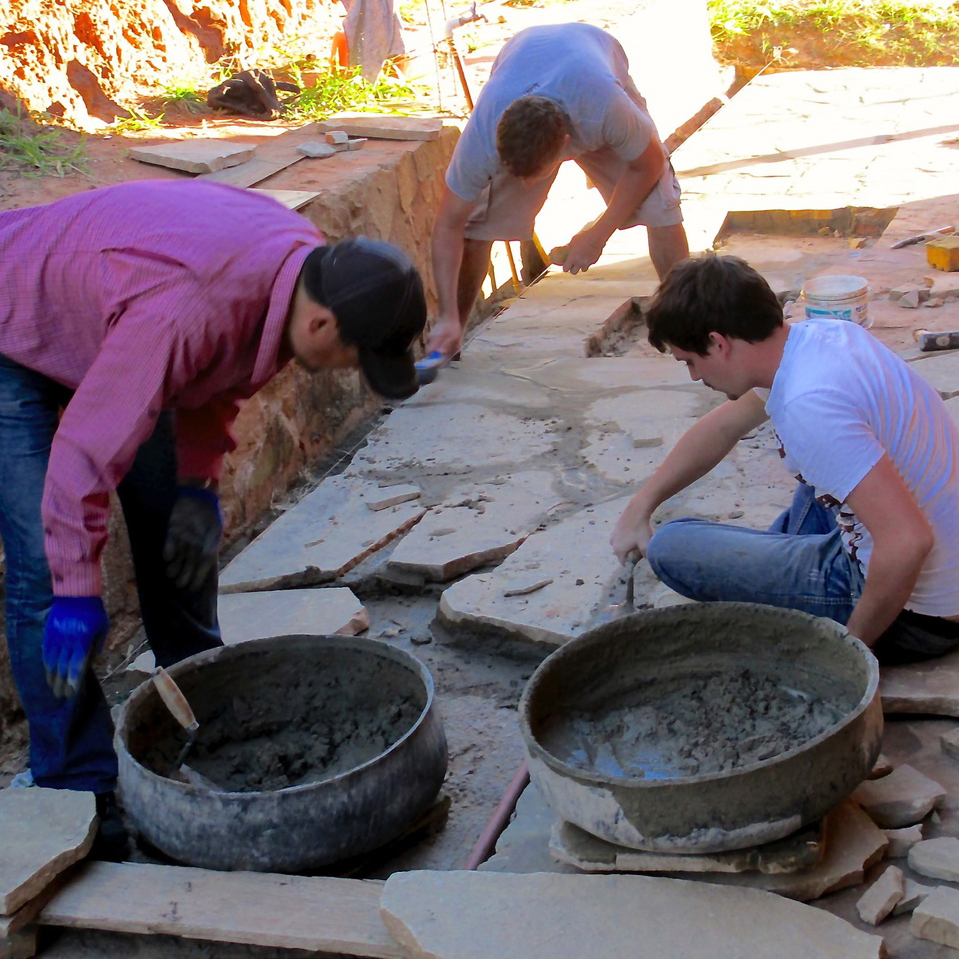 cOMMUNITY PROJECT - Join a short-term community project in places in need, such as Bolivia, Perú, or Haiti. We can put you to work, and you can pick up some practical skills.