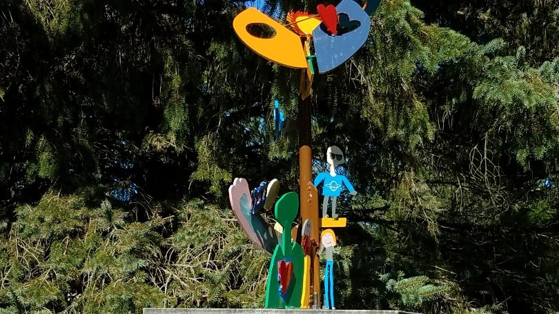 Kids and artist, Stephen Hokanson, creations