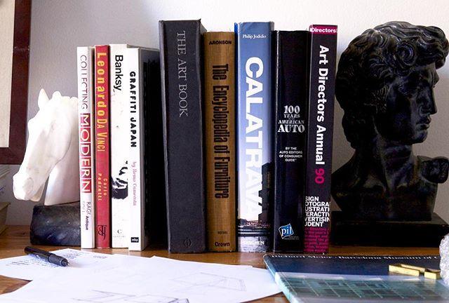 Controlled chaos #design #productdesign #designstudio #workspace #shelfie #books #literature #desk #office #archdaily #architucture #calatrava #banksy #grafitti #inspiration #designinspiration #moderndesign #sculpture #fineart #interiordesign #procress #designprocess #studio