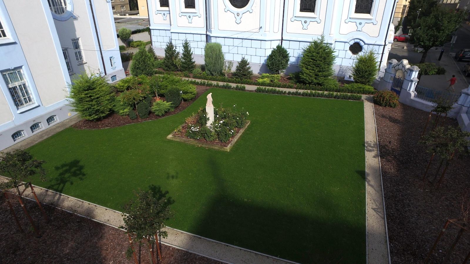 Záhrada Modrý kostolík