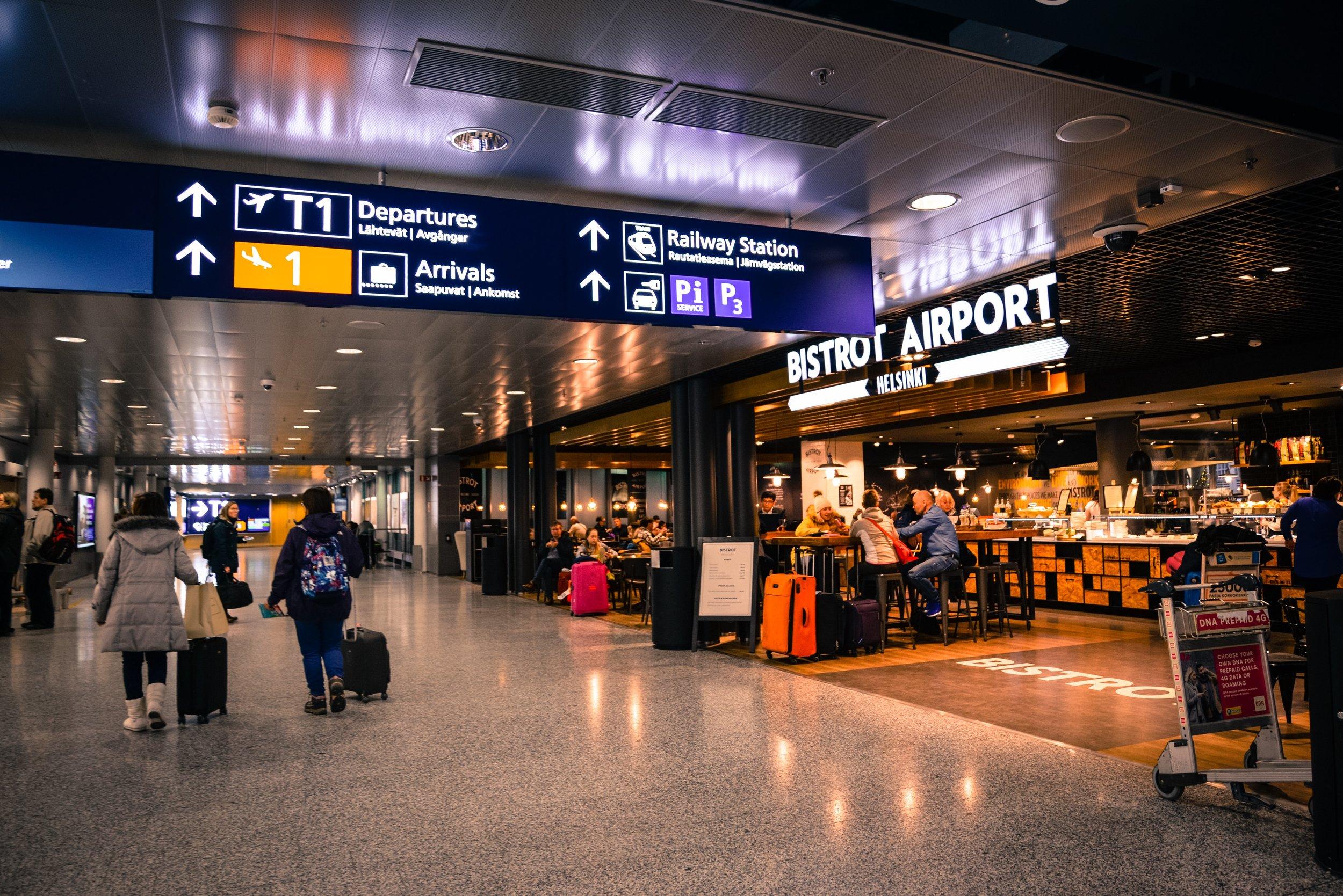 airport-indoors-people-804463.jpg