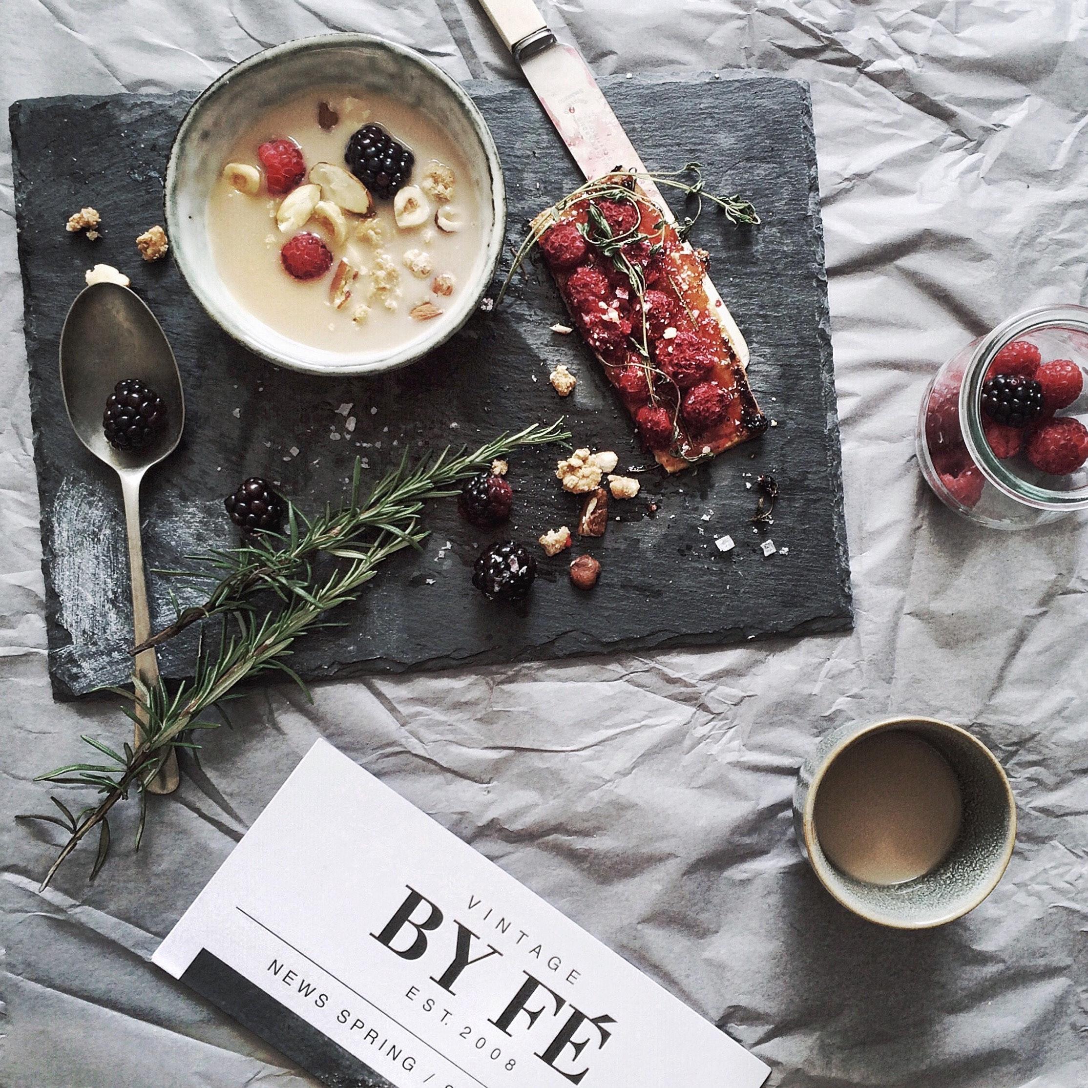 berries-blackberries-card-698857.jpg