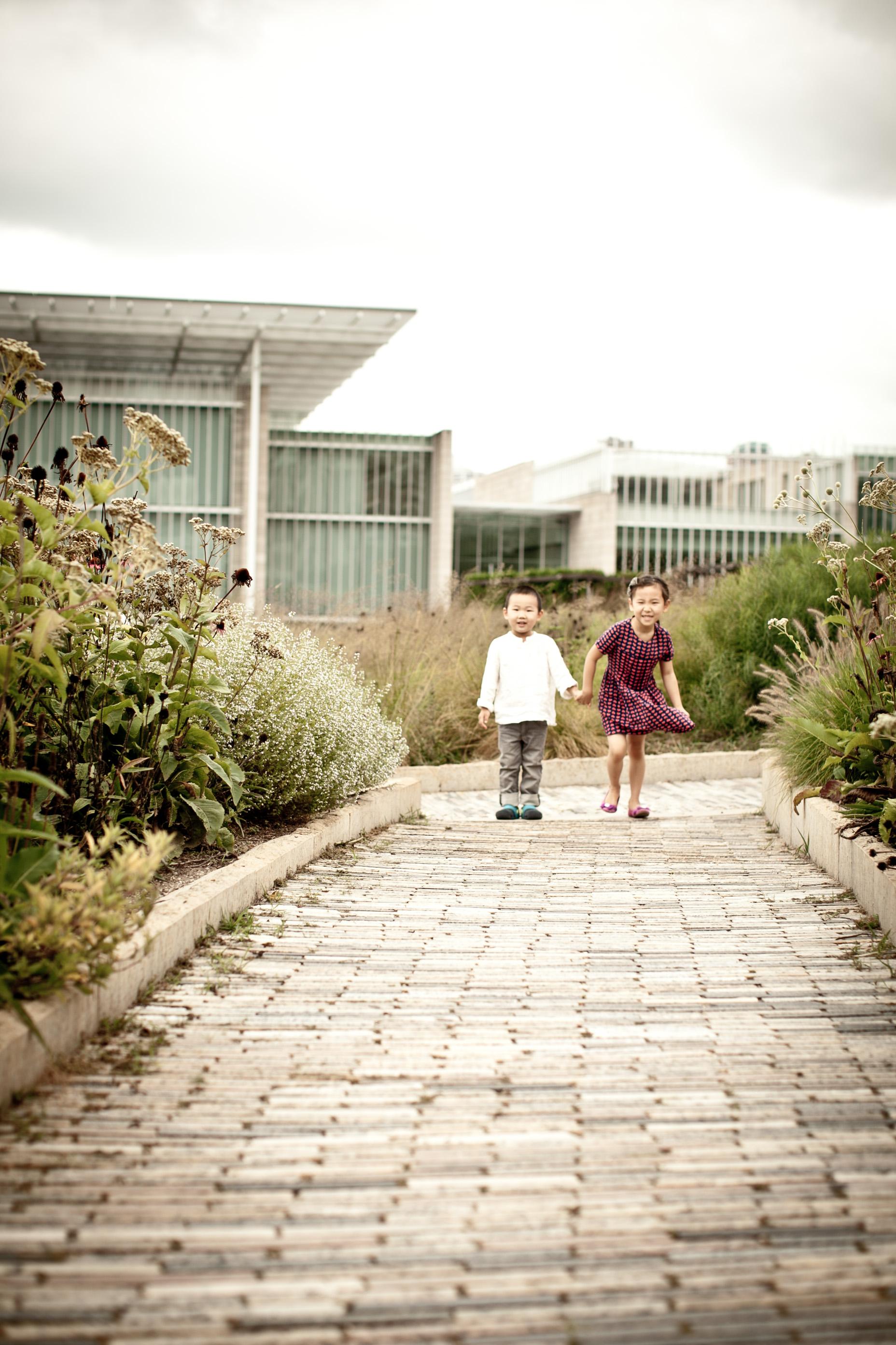 wendi & rudi lifestyle family photo session lurie gardens millenium park chicago blog-0002.jpg
