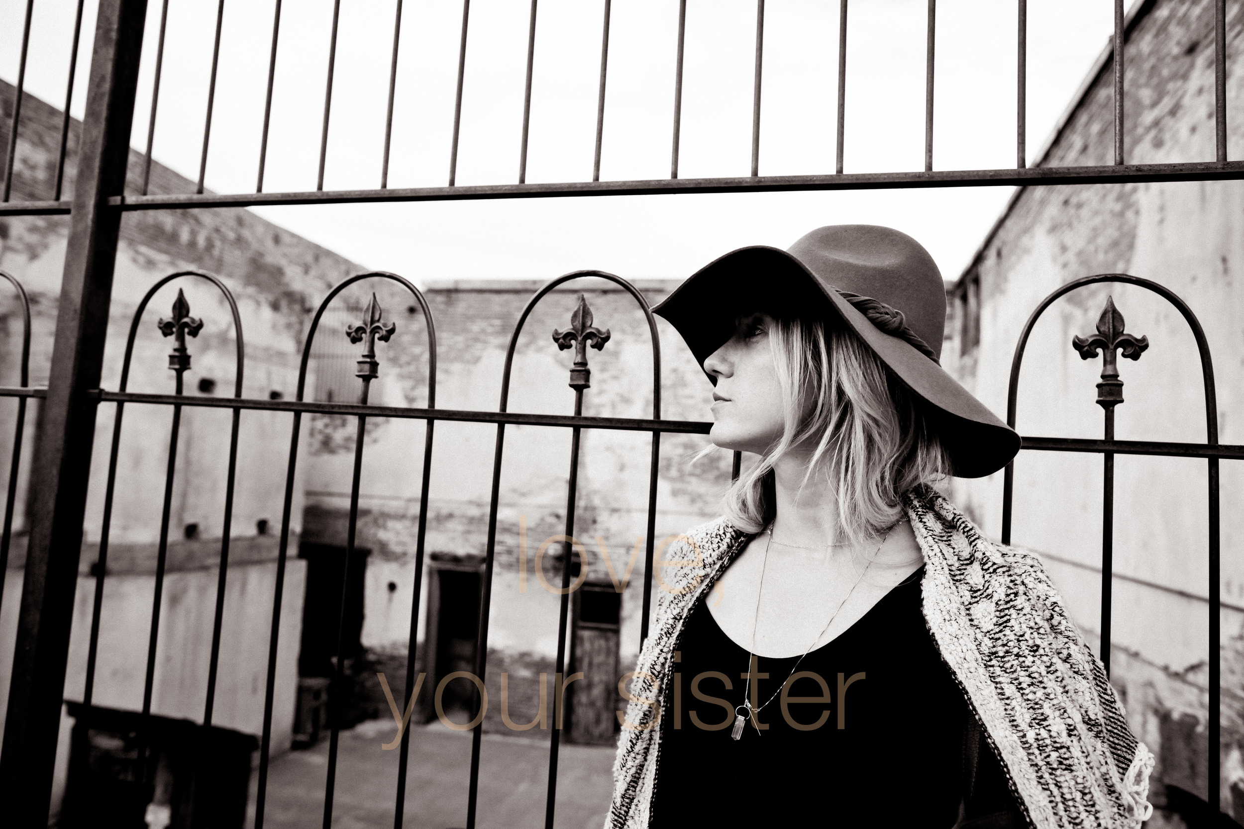 sister sedona soul search trip AZ big hat big heart photographer with love -0008.jpg