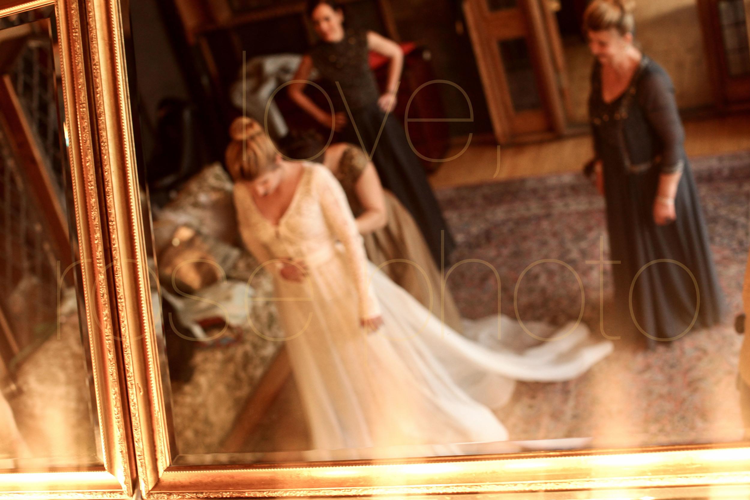 West Fulton Chicago Wedding Venue Salvage One photography enagement photos bride groom first dance-10.jpg