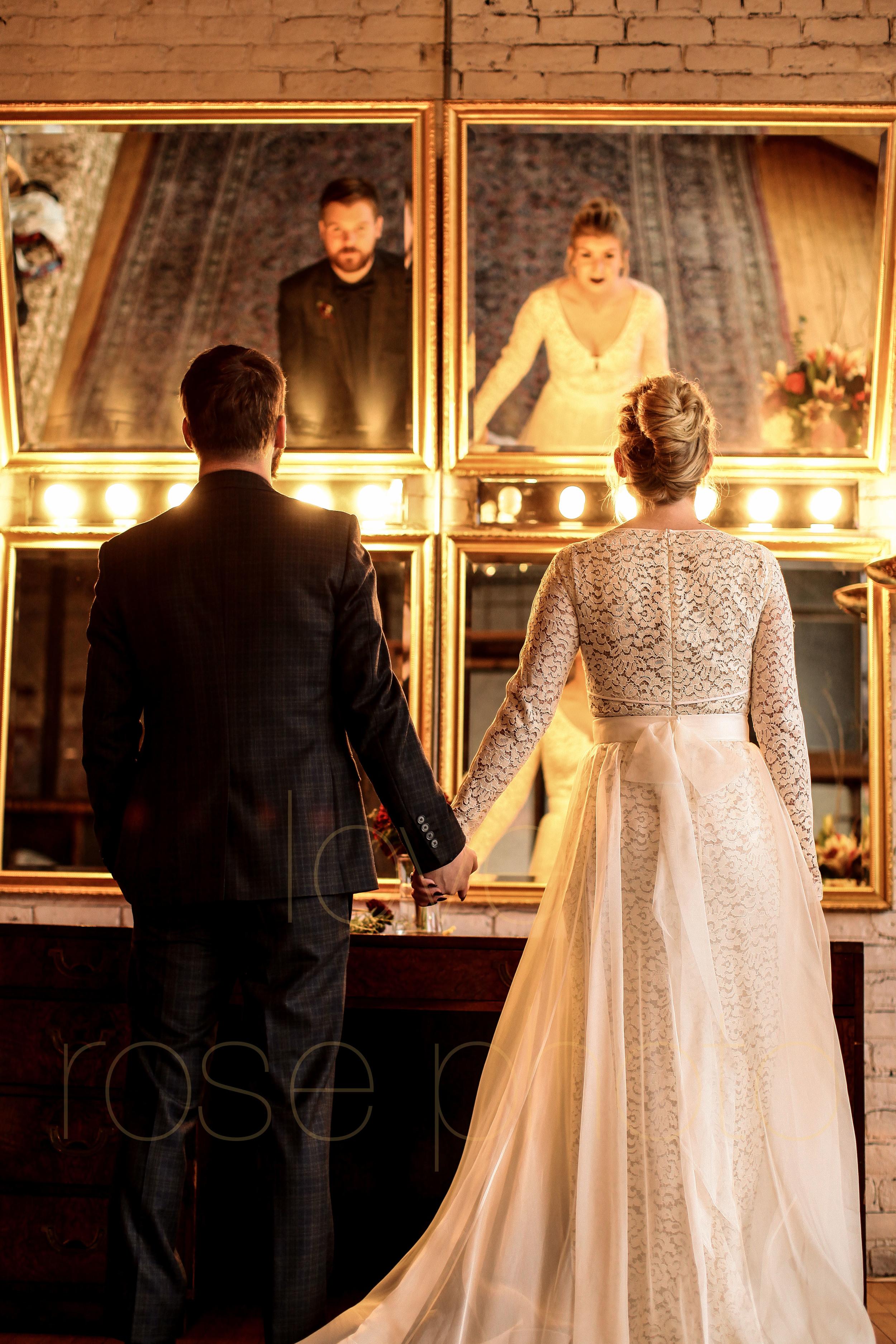 West Fulton Chicago Wedding Venue Salvage One photography enagement photos bride groom first dance-14.jpg