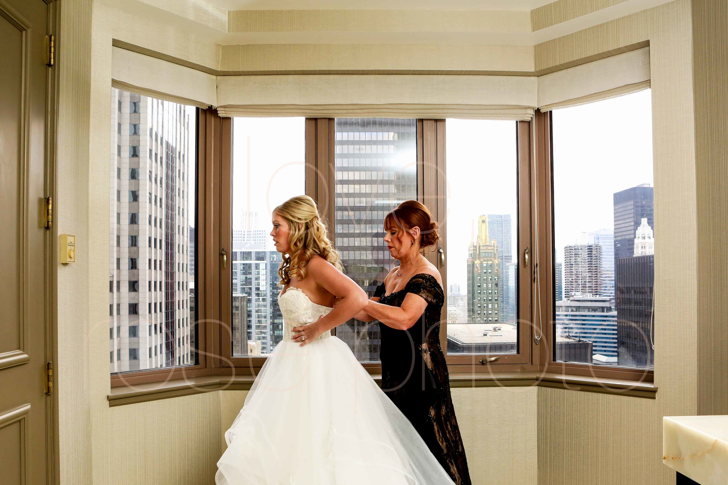 Rose Photo downtown Chicago wedding mag mile new years eve best wedding photography-14.jpg