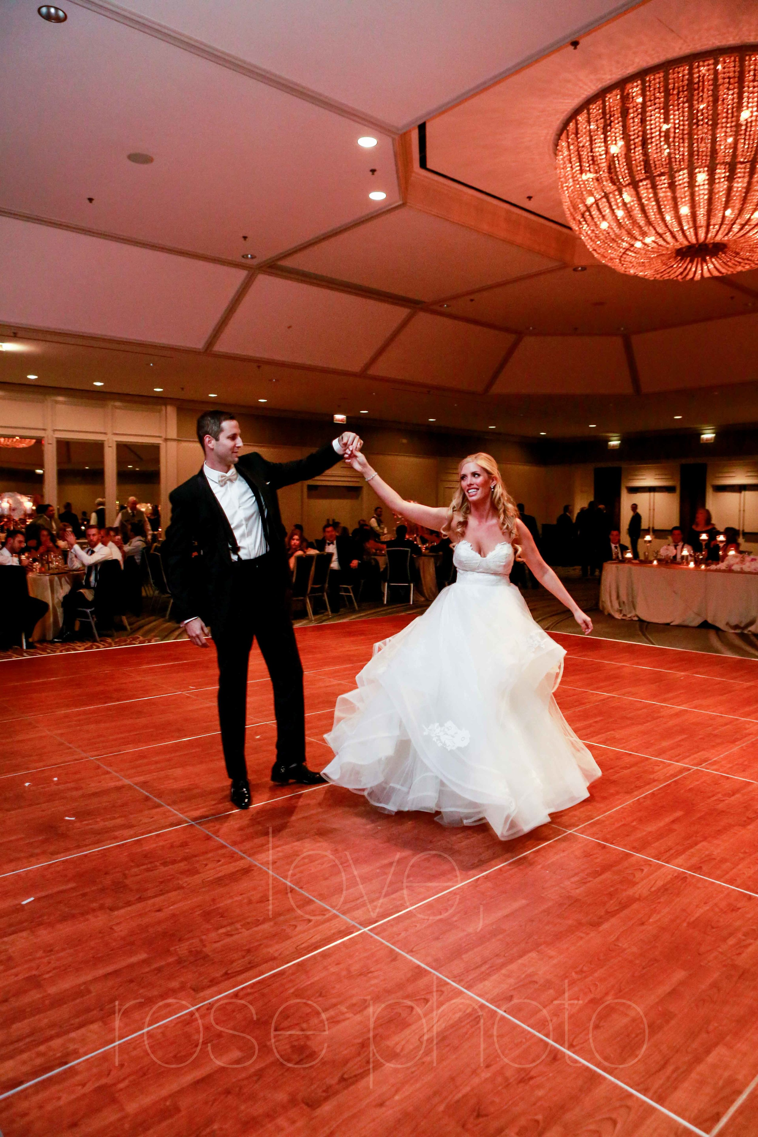 Rose Photo downtown Chicago wedding mag mile new years eve best wedding photography-49.jpg
