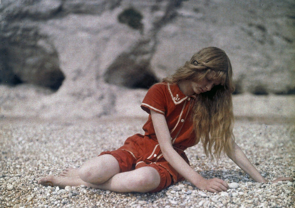 Christina's red swimming costume was almost certainly chosen because the Autochrome process rendered reds in a fabulously dramatic way.