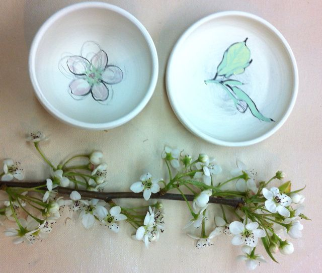 pear blossom and leaf sketch on porcelain plate and bowl