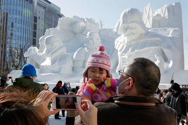 giant-star-wars-snow-sculpture-sapporo-festival-japan-20.jpg